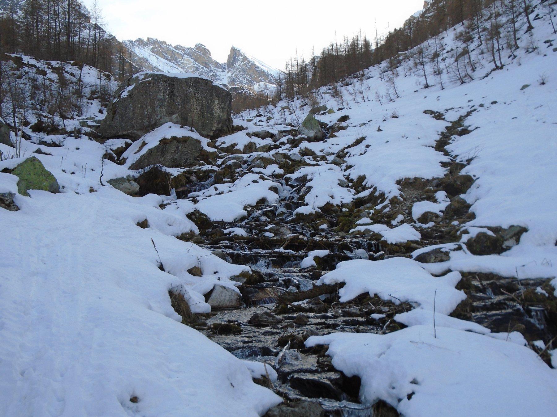 Parte bassa: rio tutto scoperto, ma guado agevole