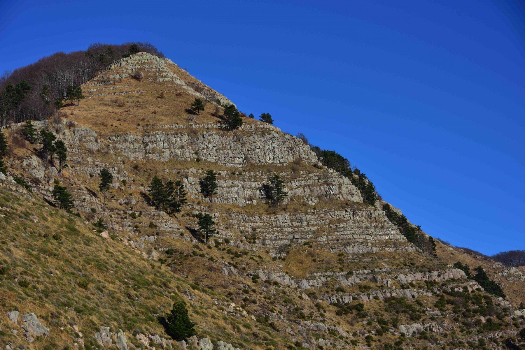 Il monte Zatta di Ponente. A sinistra la cresta di salita.