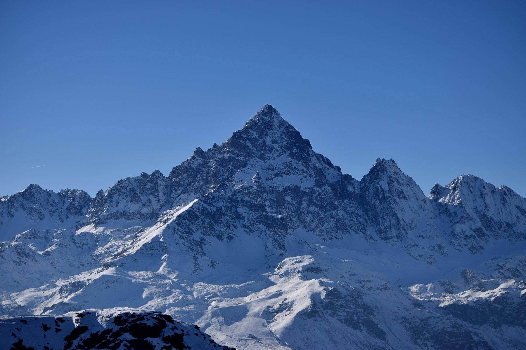 Sua maestà il Monviso (3841 m.s.l.m.) visto da Punta Ostanetta.