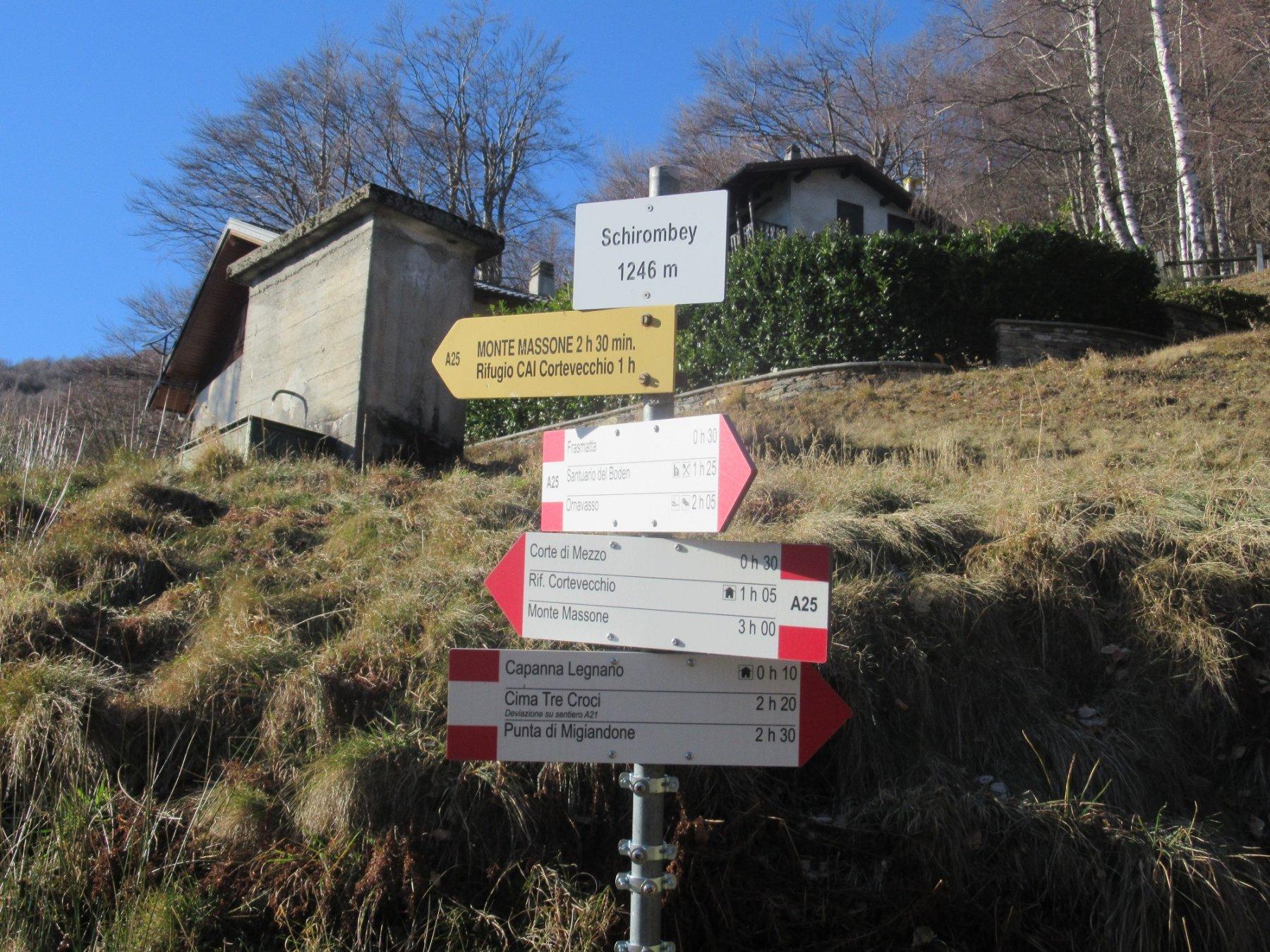 Il bivio per la Capanna Legnano
