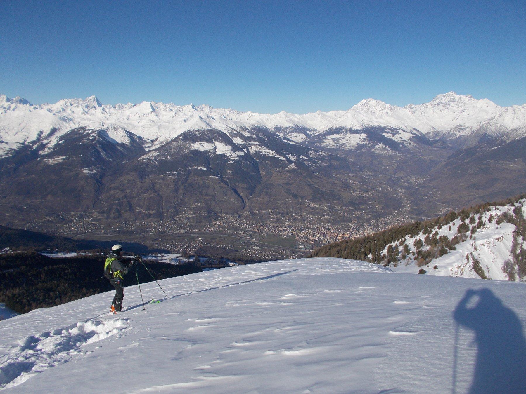 uno sguardo giu' verso la conca di Aosta..