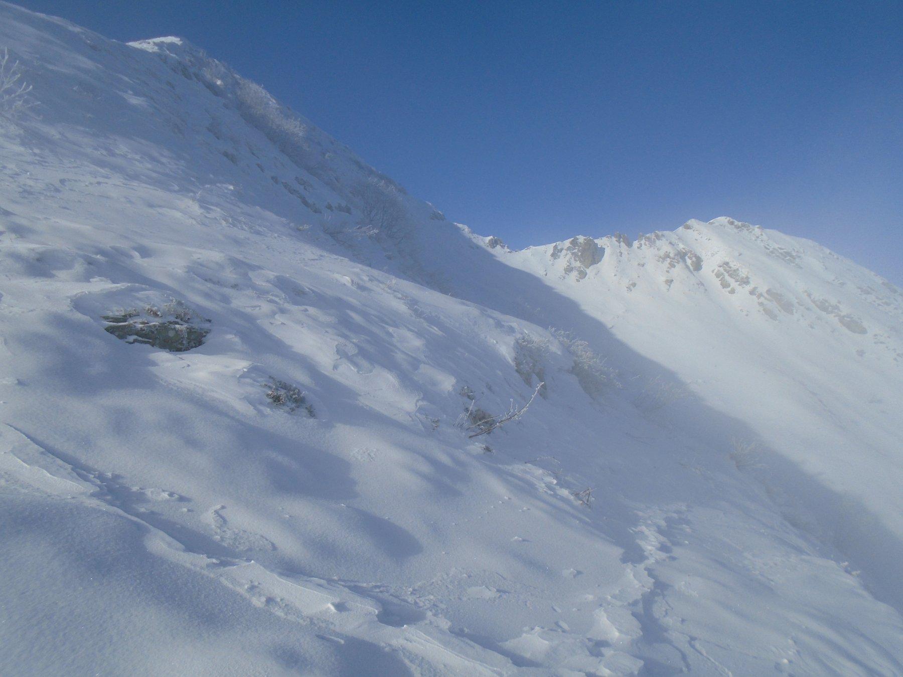A dx pendio di salita, al centro il Passo Giosolette, a sx cresta NO e Punta Giosolette