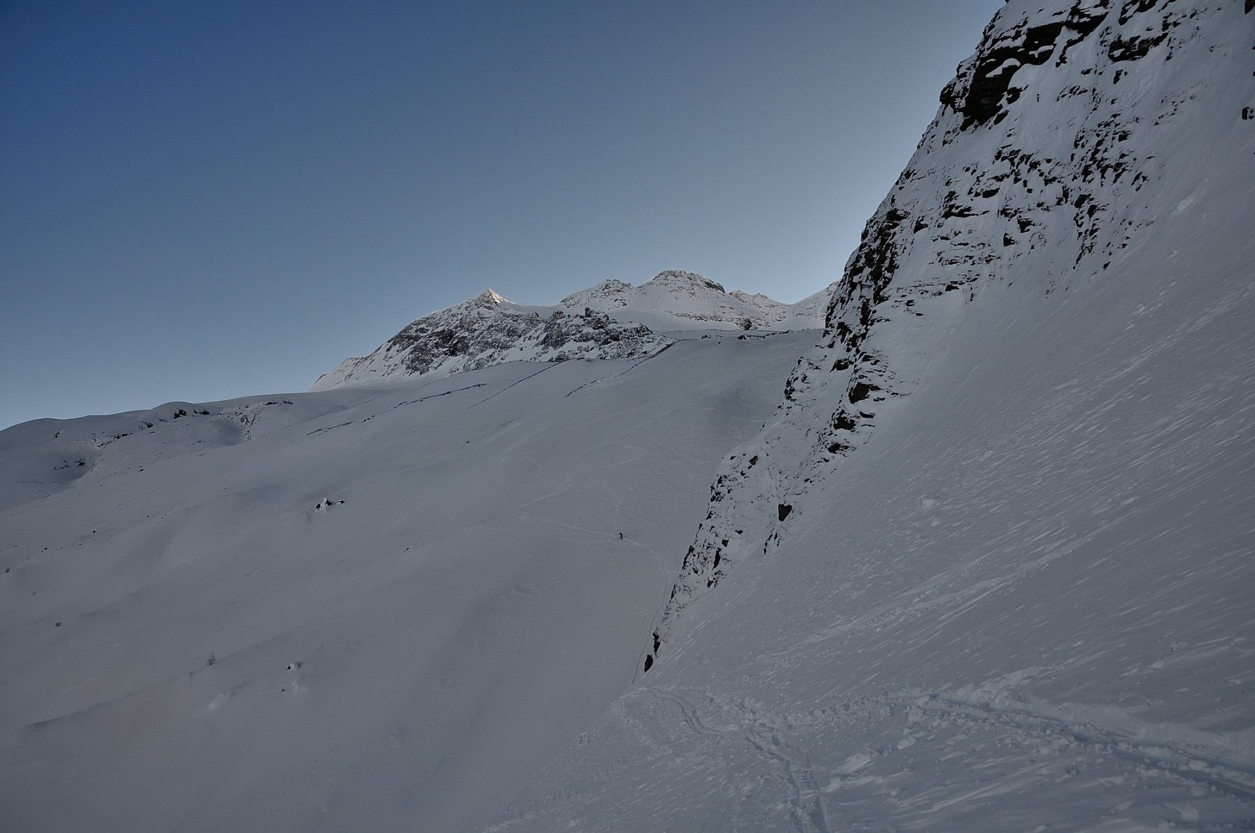 La cima e buona parte del percorso visti dal traverso