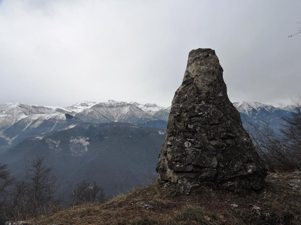 L'ometto sulla vera cima a 1.590 m