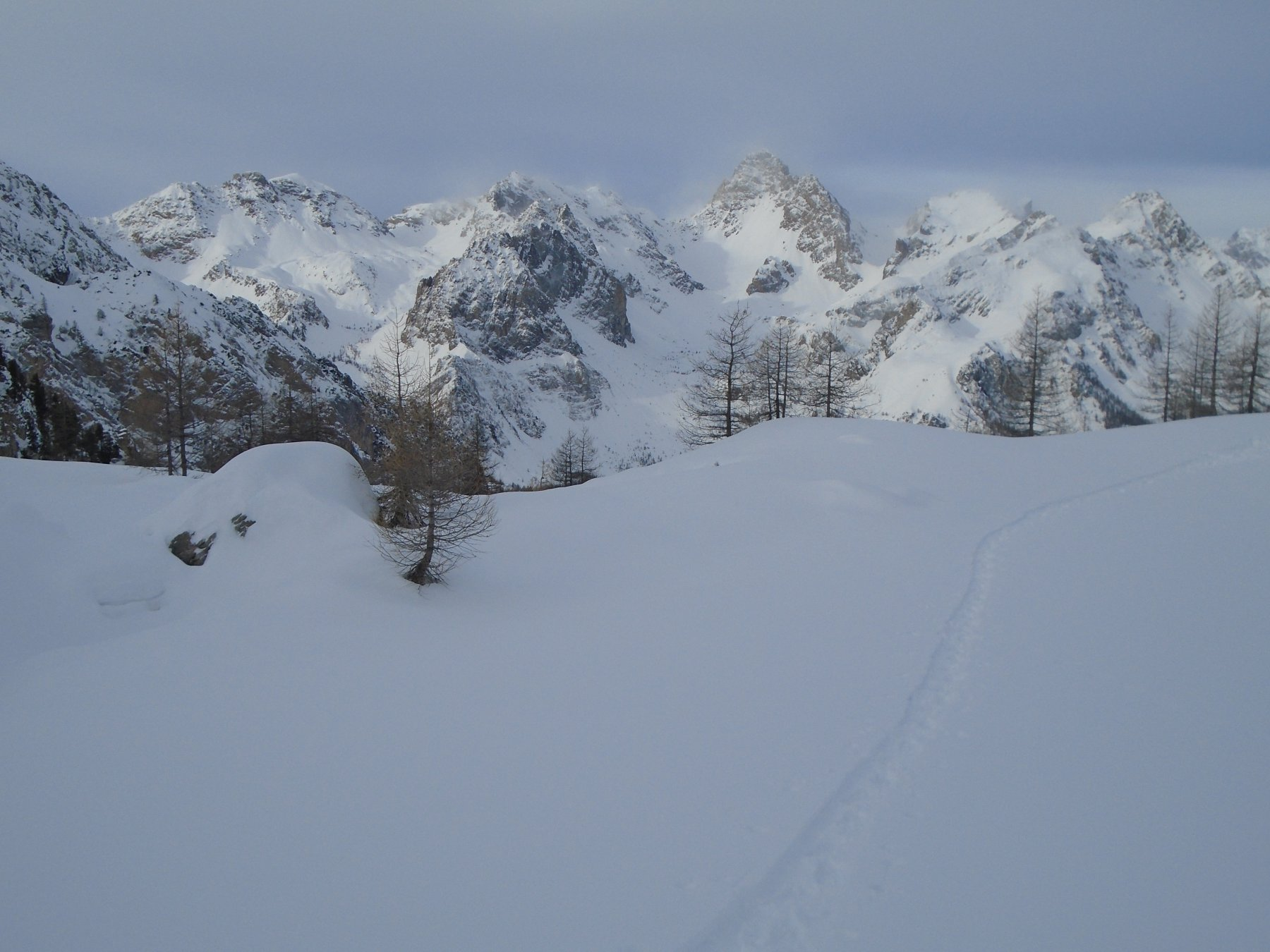 Parte opposta della valle: c'è già bufera su tutte le cime