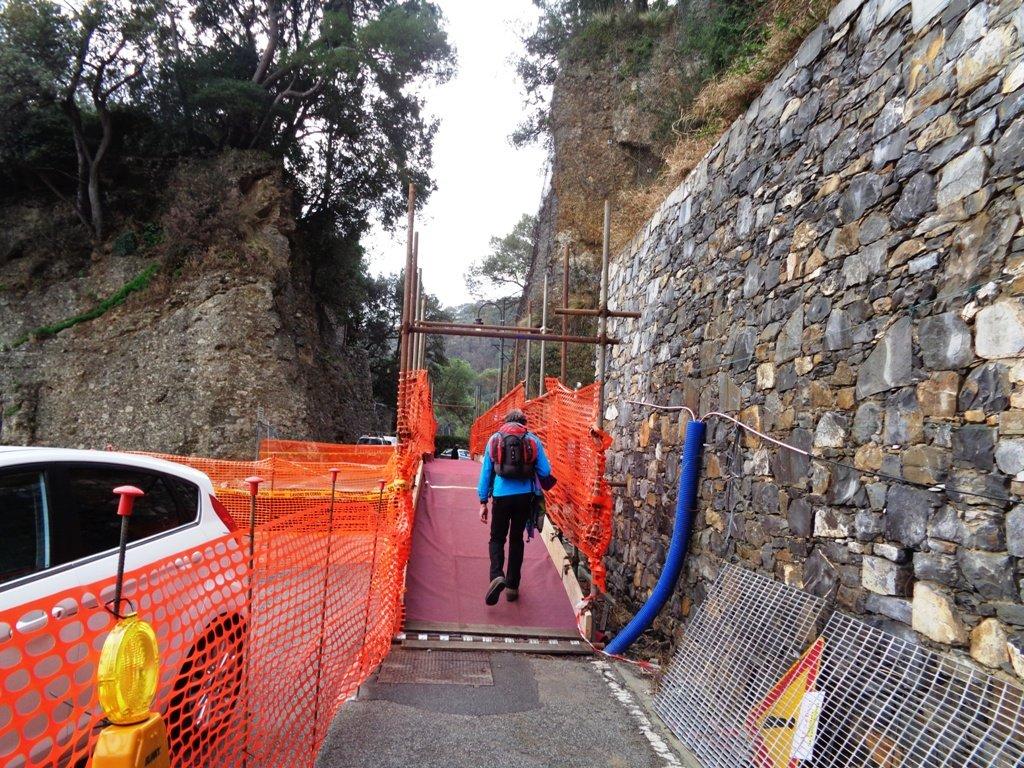 la passerella di Paraggi recentemente ricostruita