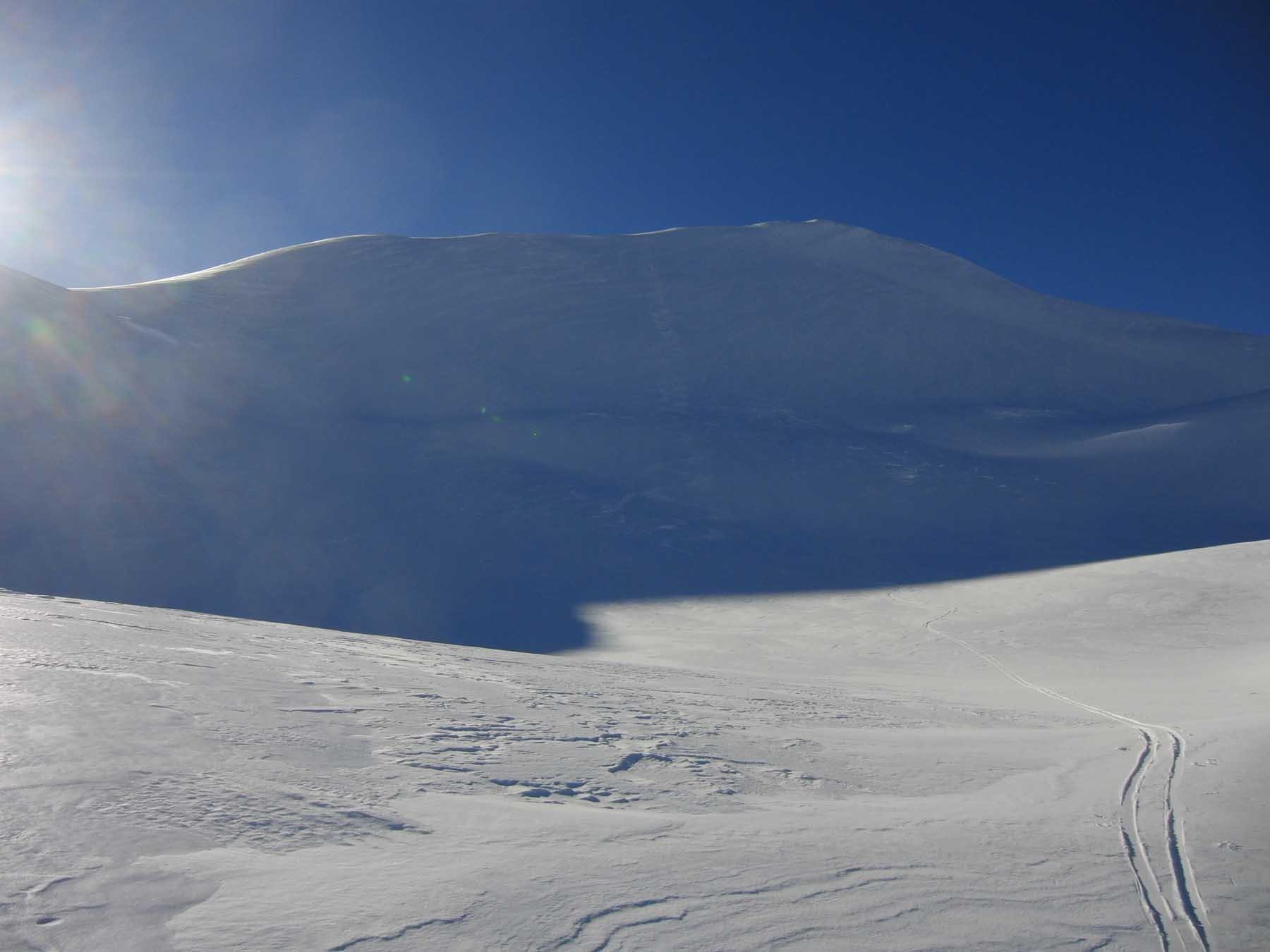 Pendio alto in neve bellissima