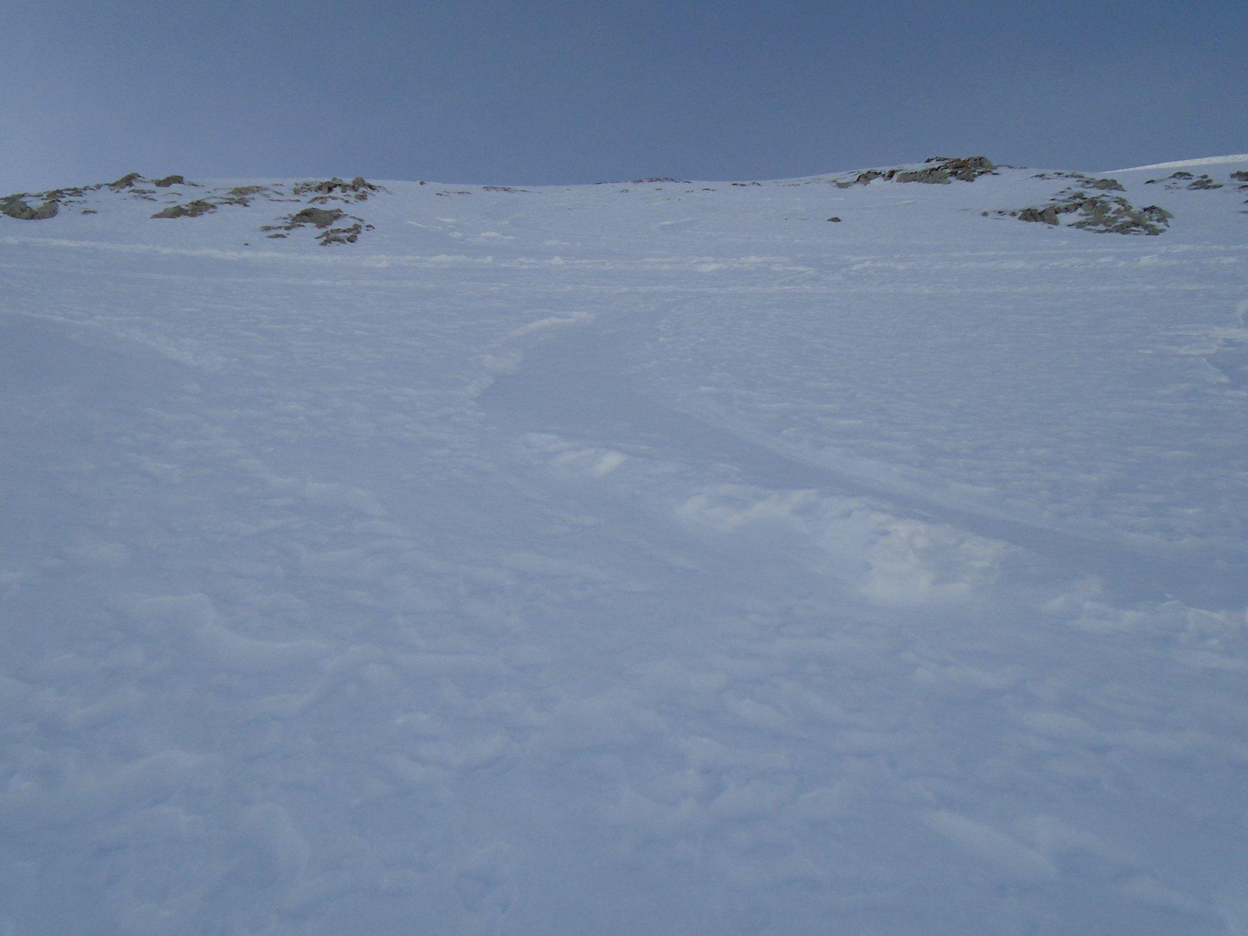 L' impegnativo tratto roccioso, ripido e con neve dura/ghiacciata