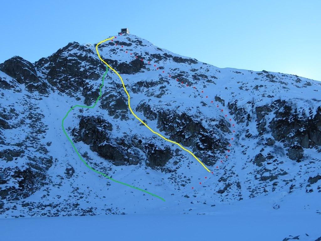 In giallo il percorso descritto su montagnabiellese. In verde la mia variante. In rosso l'autore della relazione.