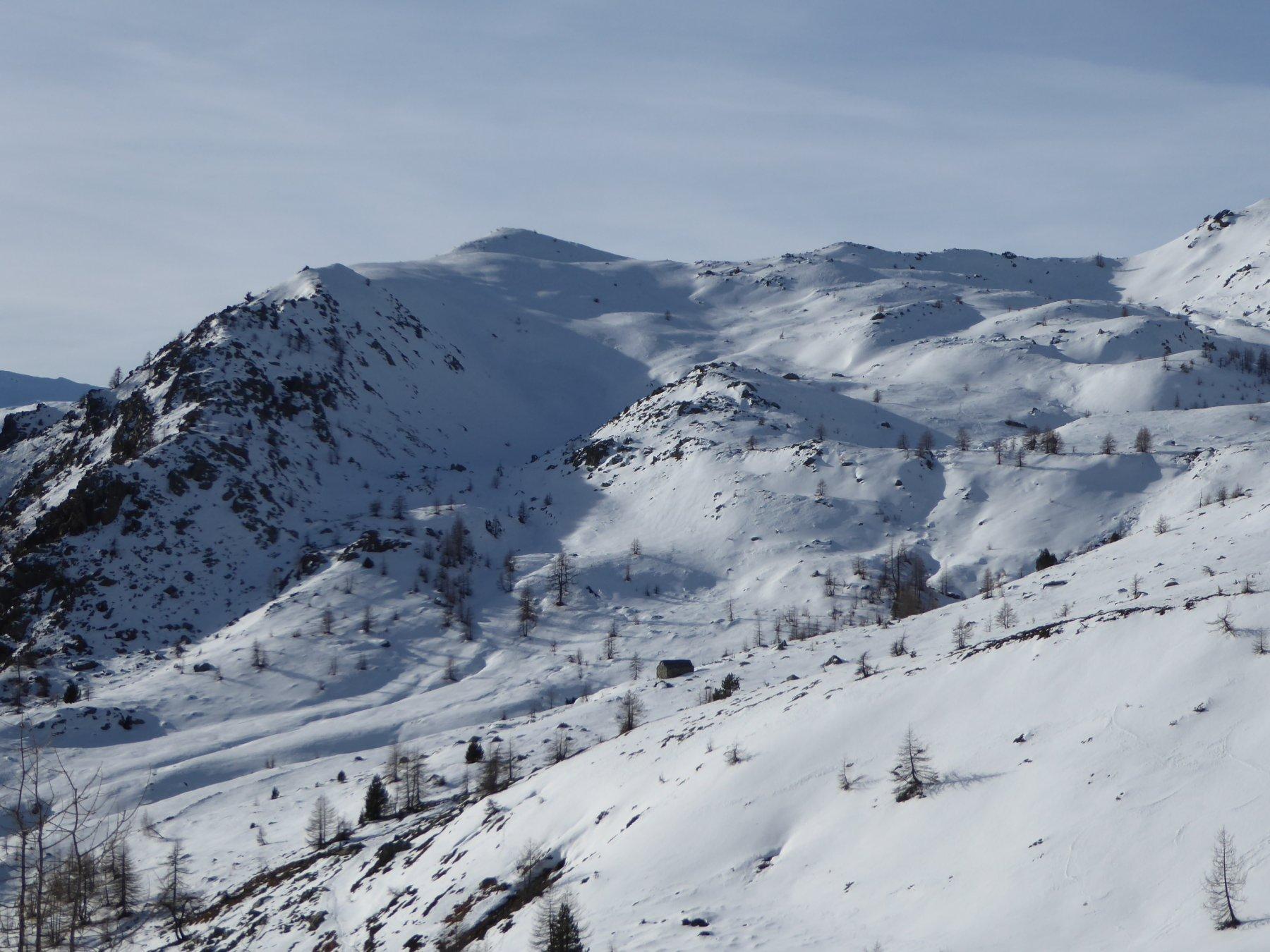 dal rifugio lago Muffè si vede il monte Ros (il più alto) ed il percorso di accesso e discesa