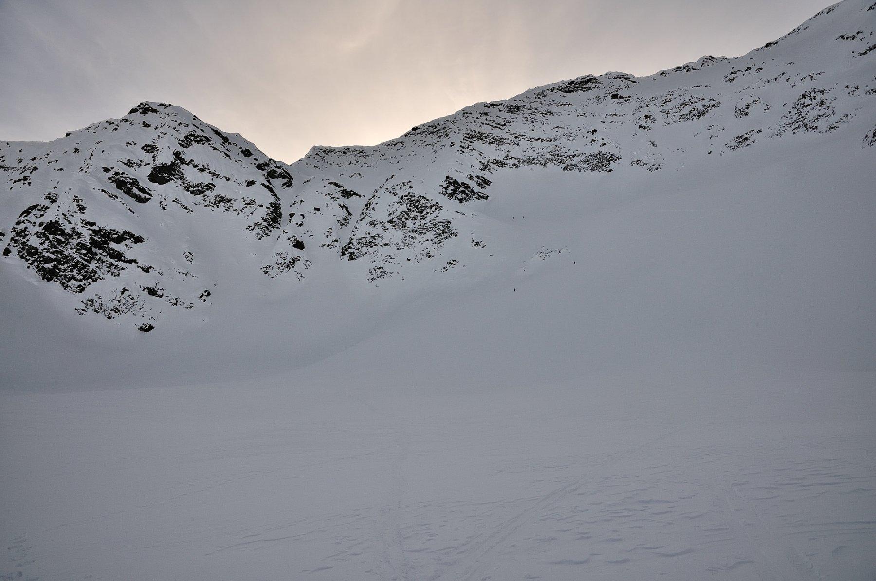La cima vista appena a monte del Sirwoltesee