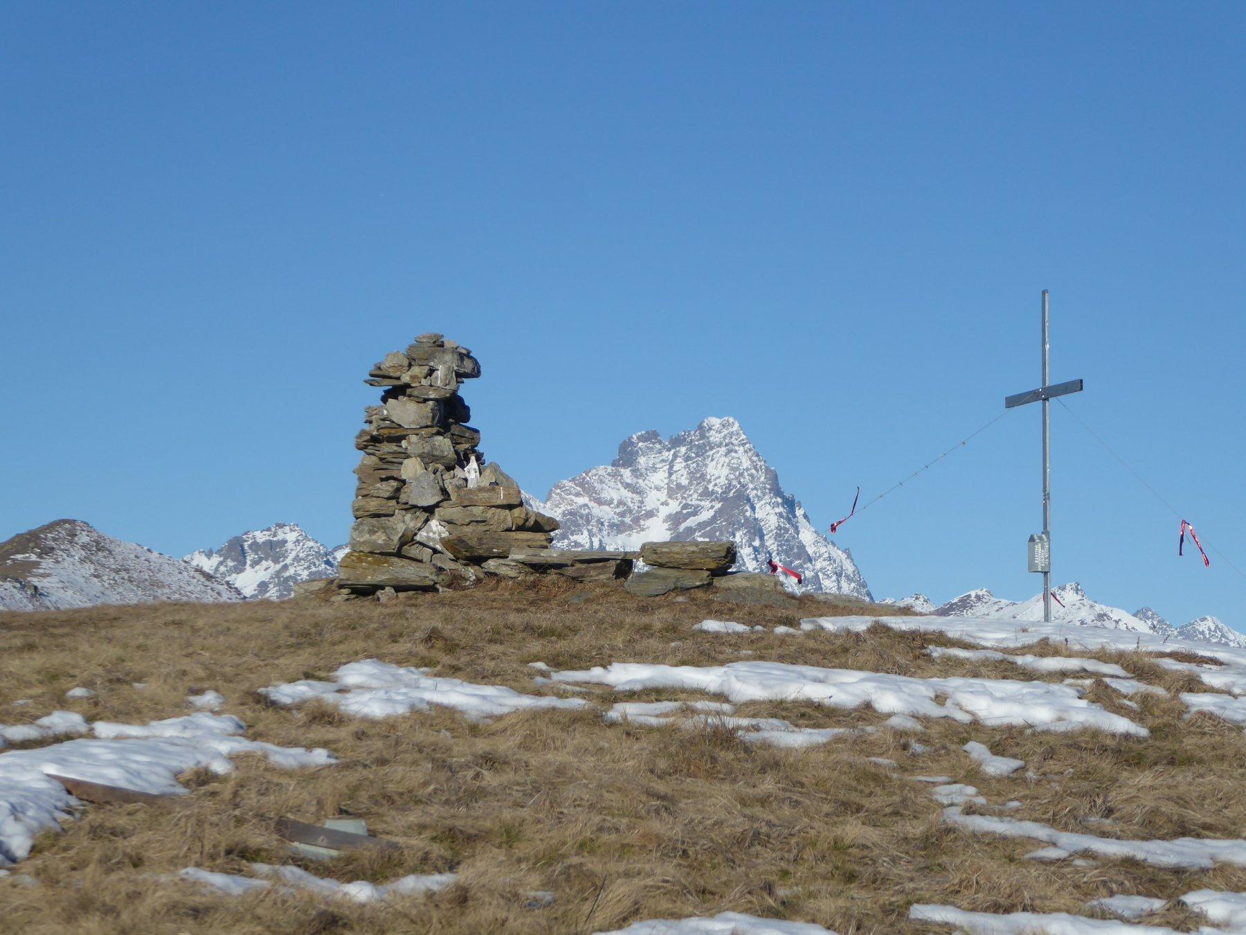 il Viso tra l'metto e la croce del Cornet; più a sinistra il Birrone