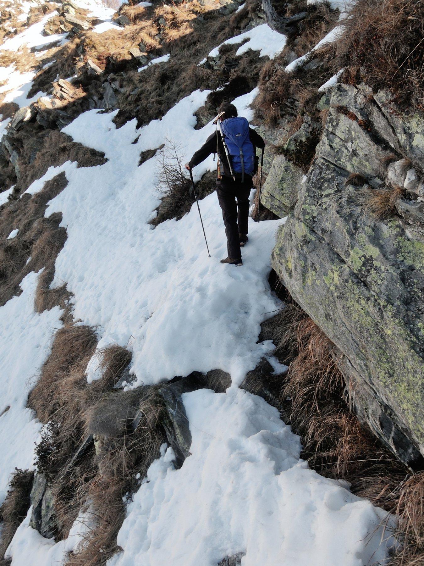 Passaggi critici sui pendii ad Ovest della cresta
