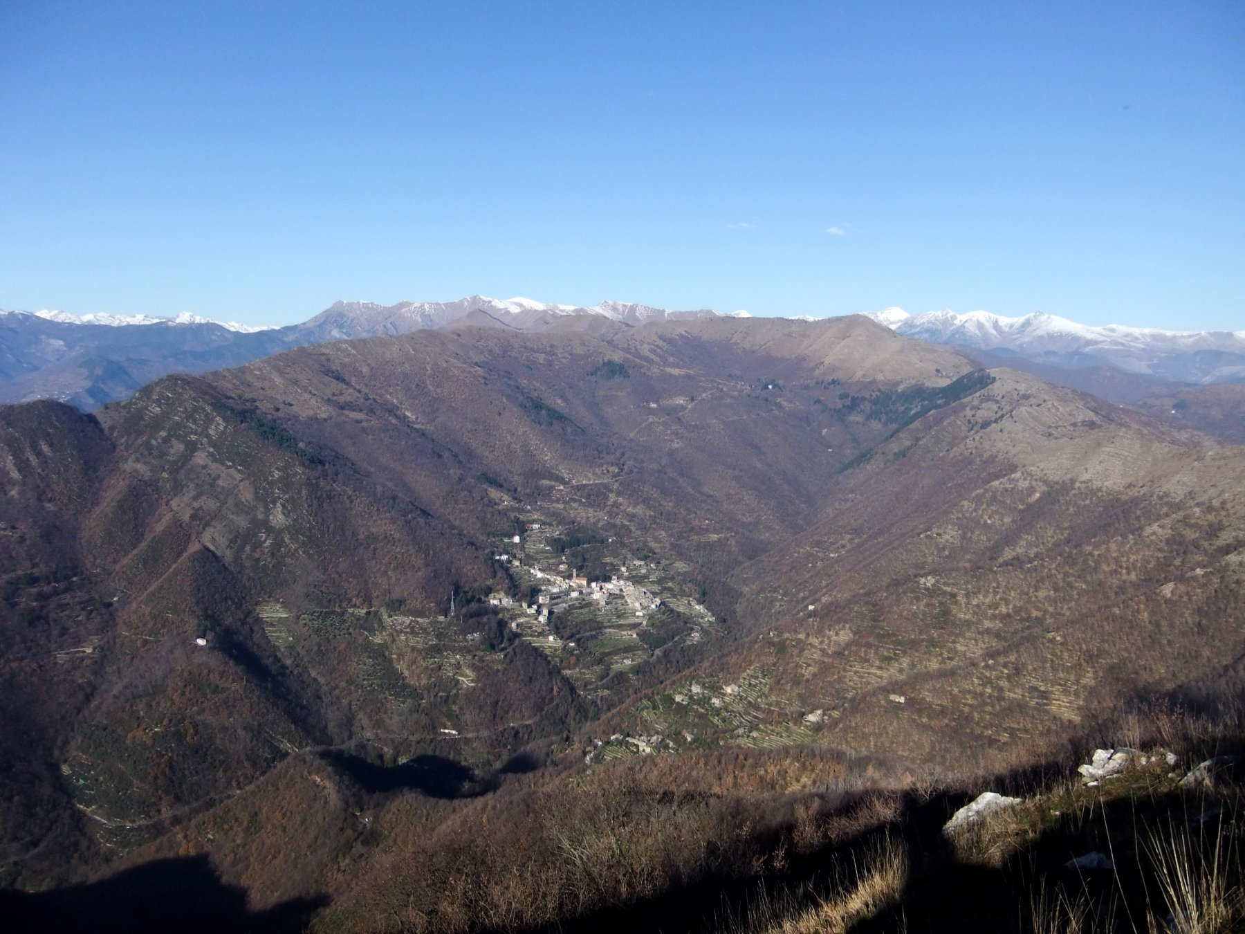 Verso Carpasio e le Alpi Liguri