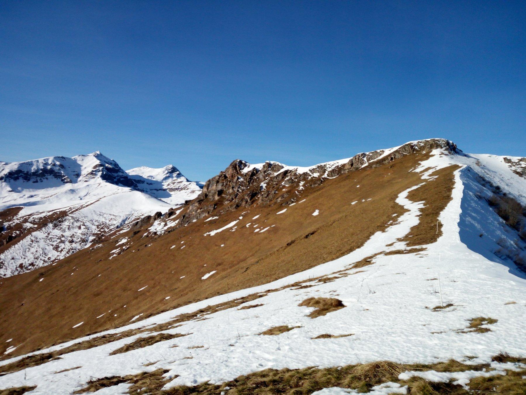 Sulla dorsale Maira-Grana, in vista di Rocca Cernauda.