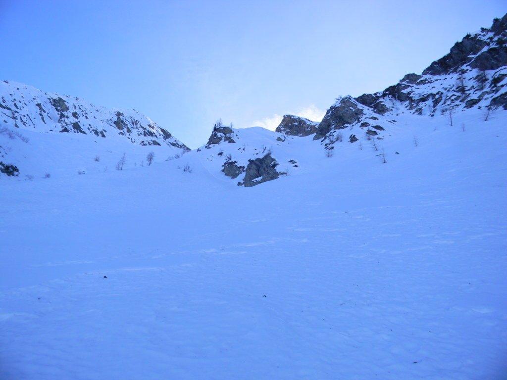 a sx l'itinere scialpinistico della normale, centro/dx il primo canale per arrivare all'altopiano sup.