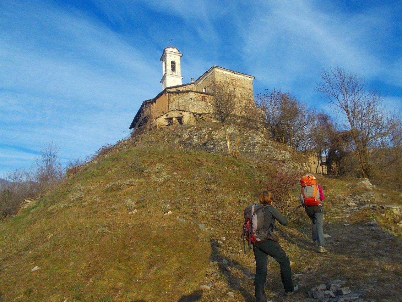 il sentiero che da San Damiano  conduce a Podio