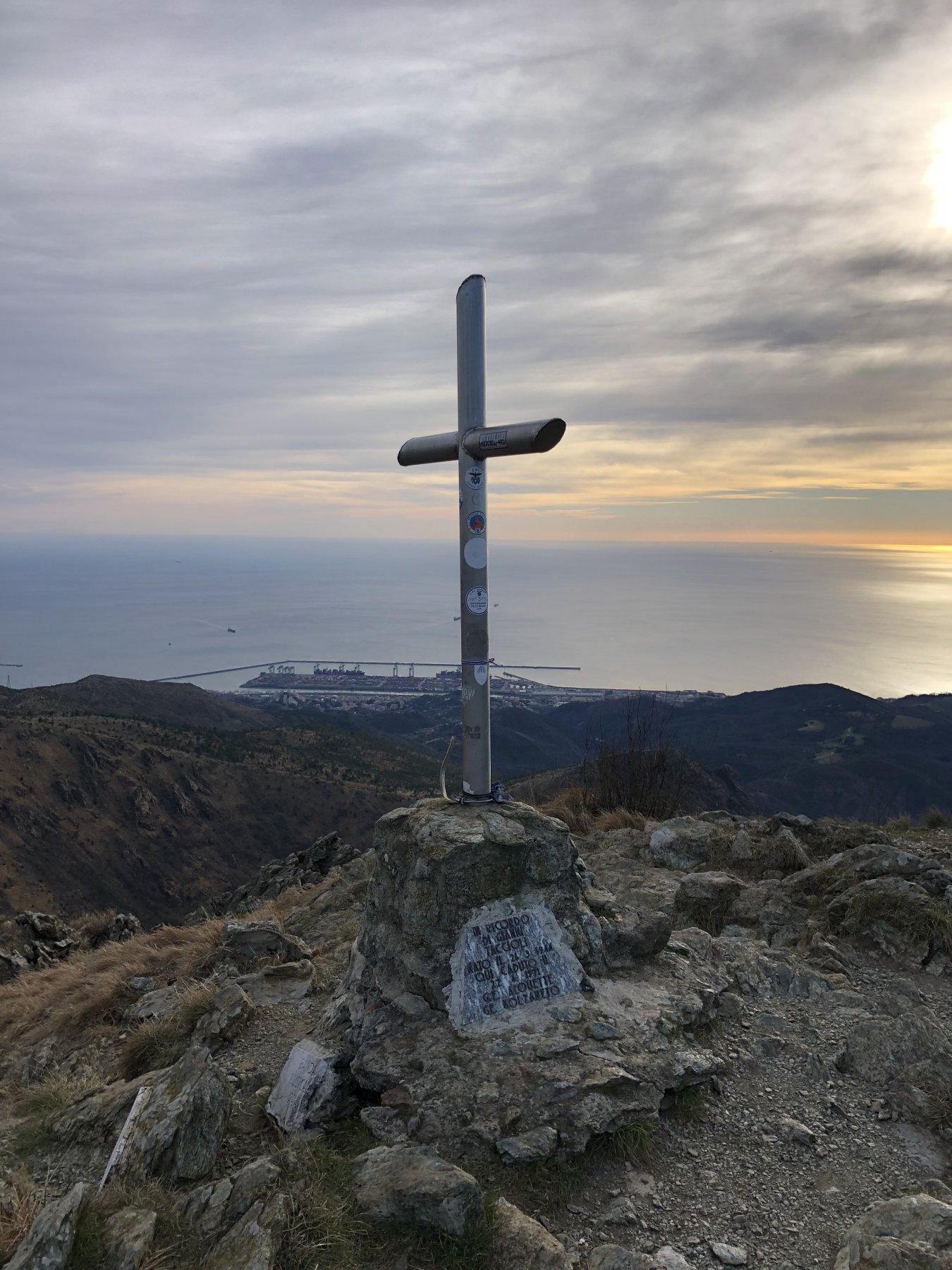Vetta Punta Martin sullo sfondo Genova