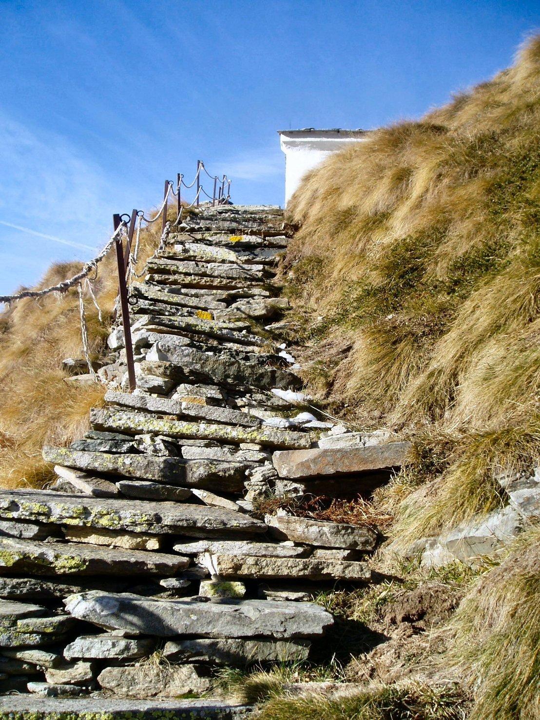 Ultimo tratto della bella scalinata.