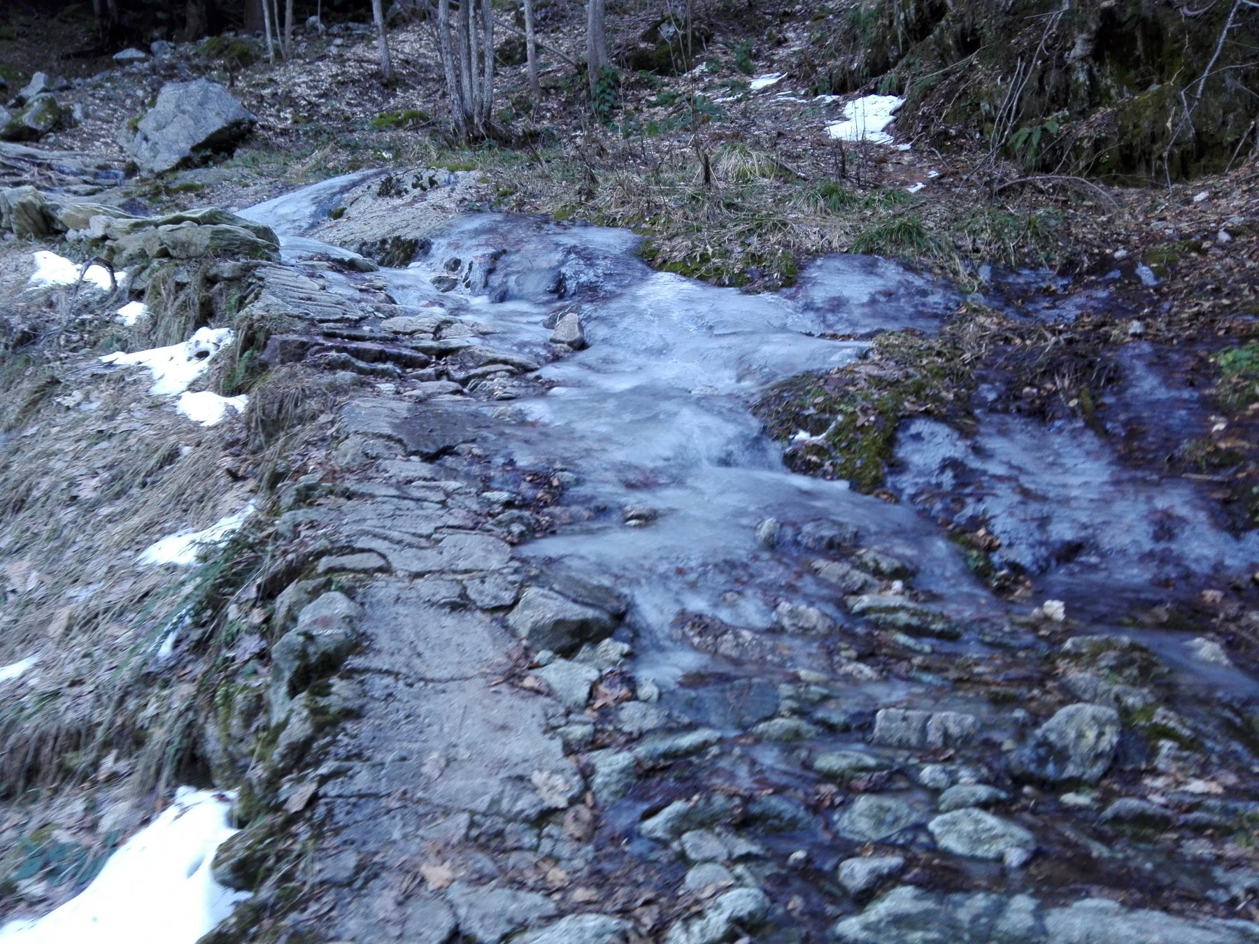 sentiero ghiacciato