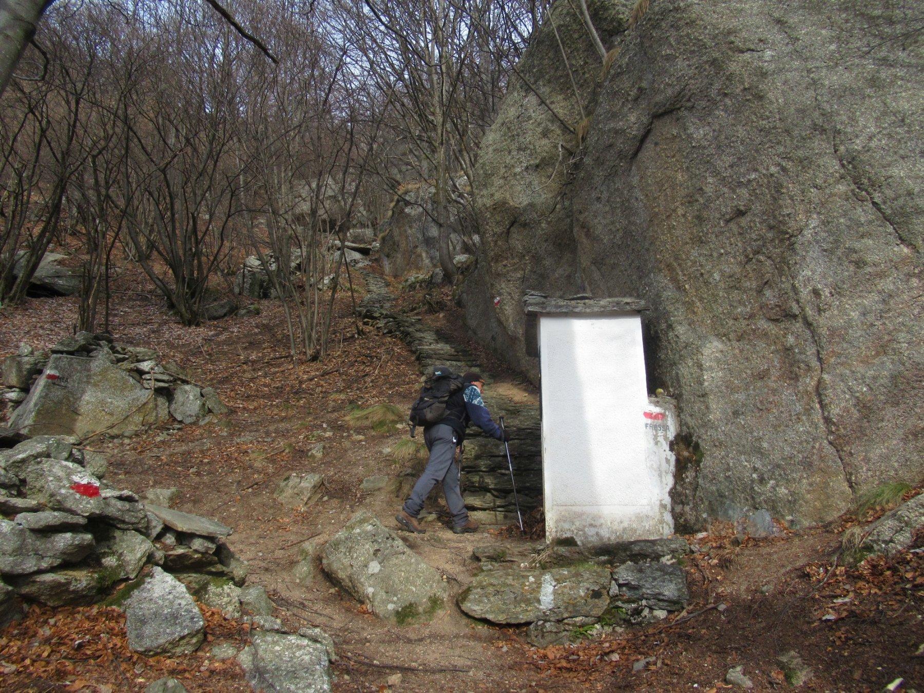 La cappelletta dove inizia la scala per Frassa