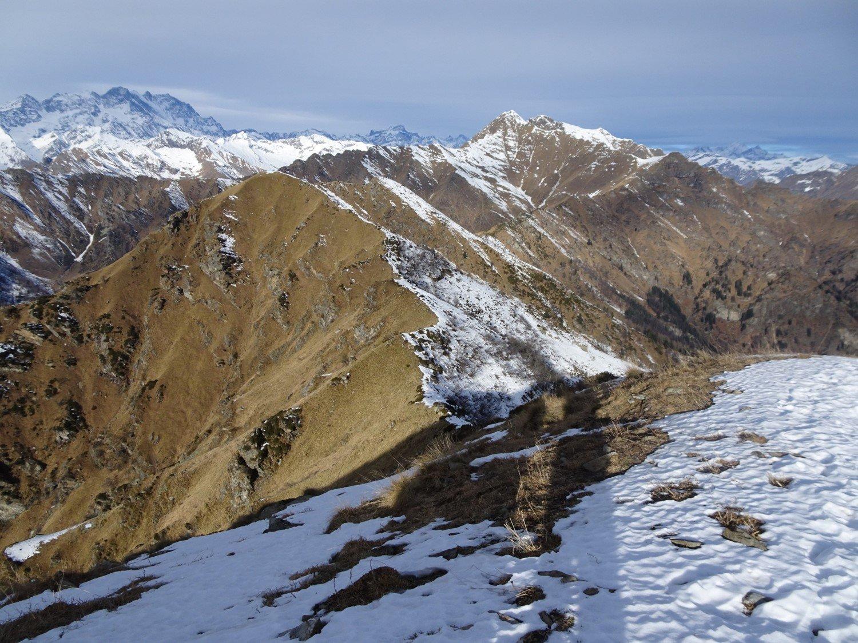 la cresta a nord della vetta
