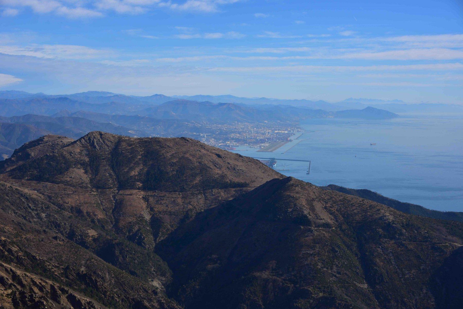 Veduta verso Genova dalla vetta.
