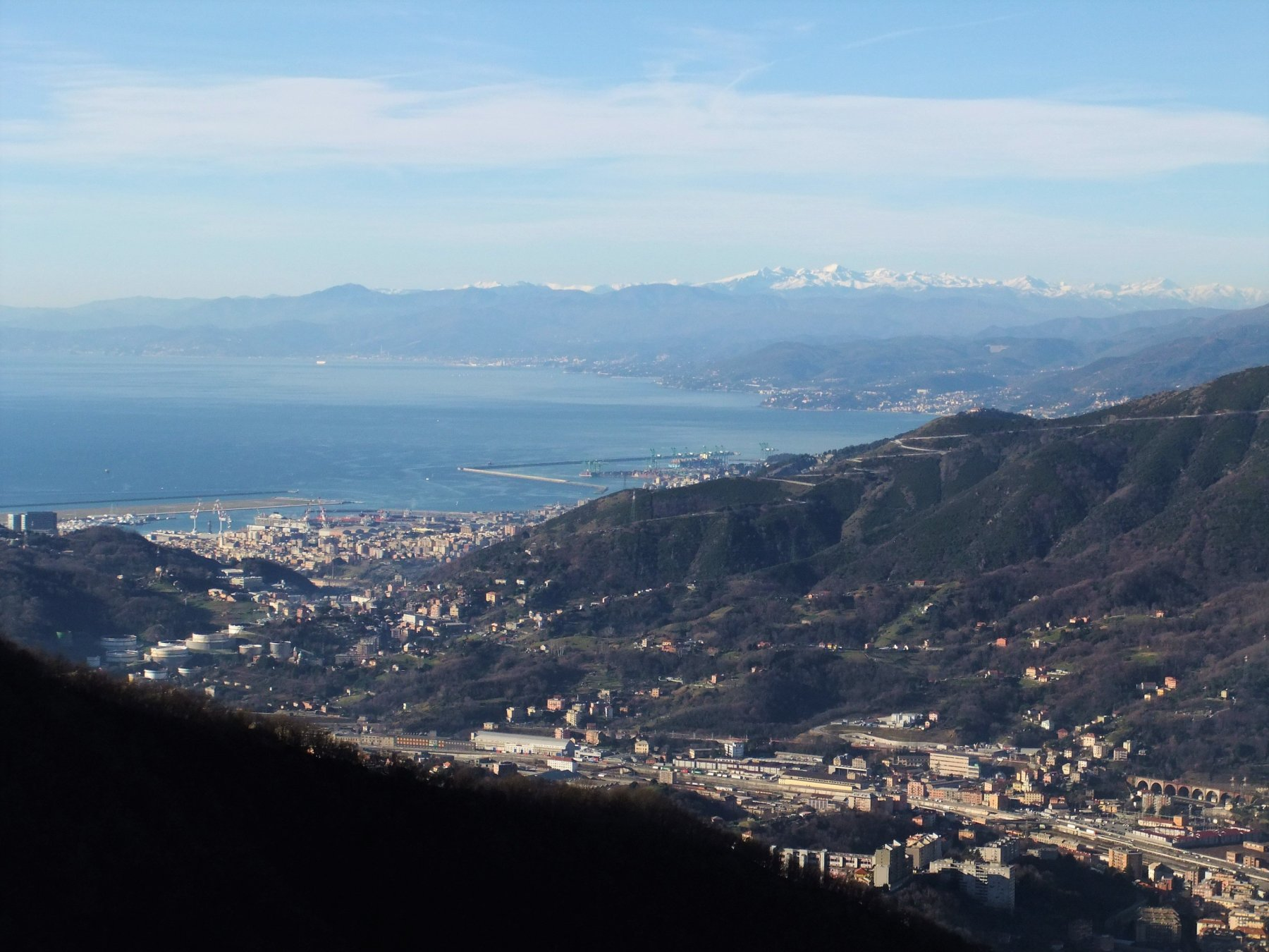 Genova e le Alpi Liguri dal forte