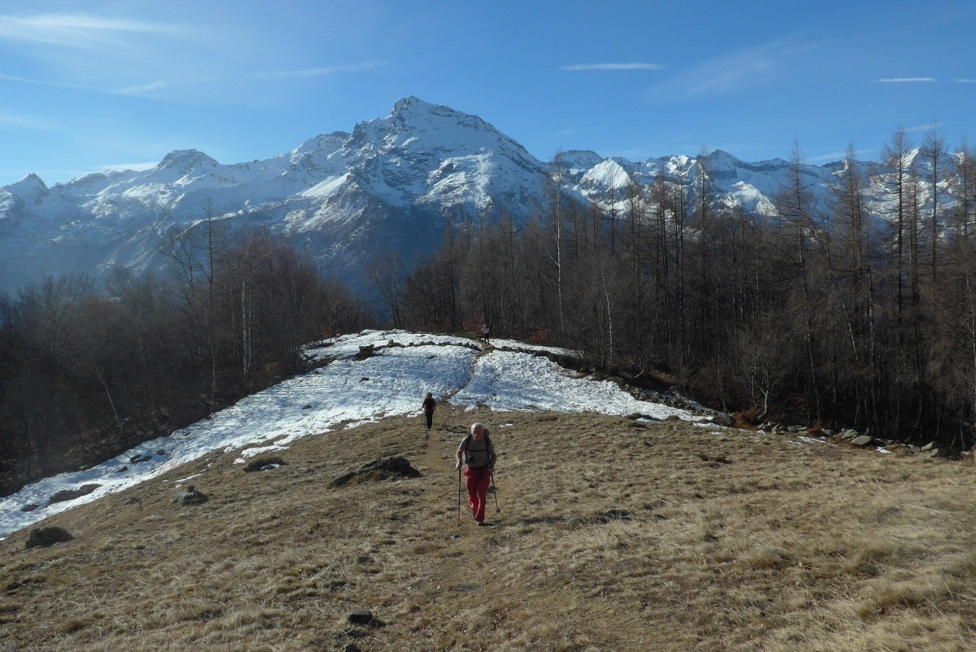 Arrivo all'Alpe d'Attia con il Monte Rosso d'Ala sullo sfondo