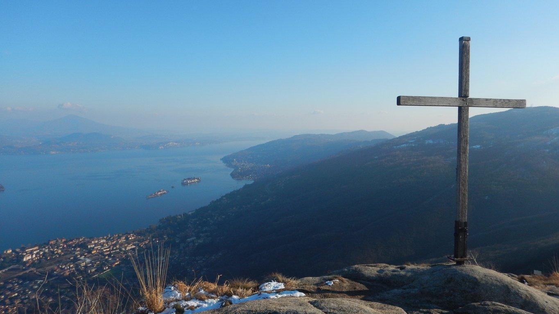 Croce di vetta e panorama