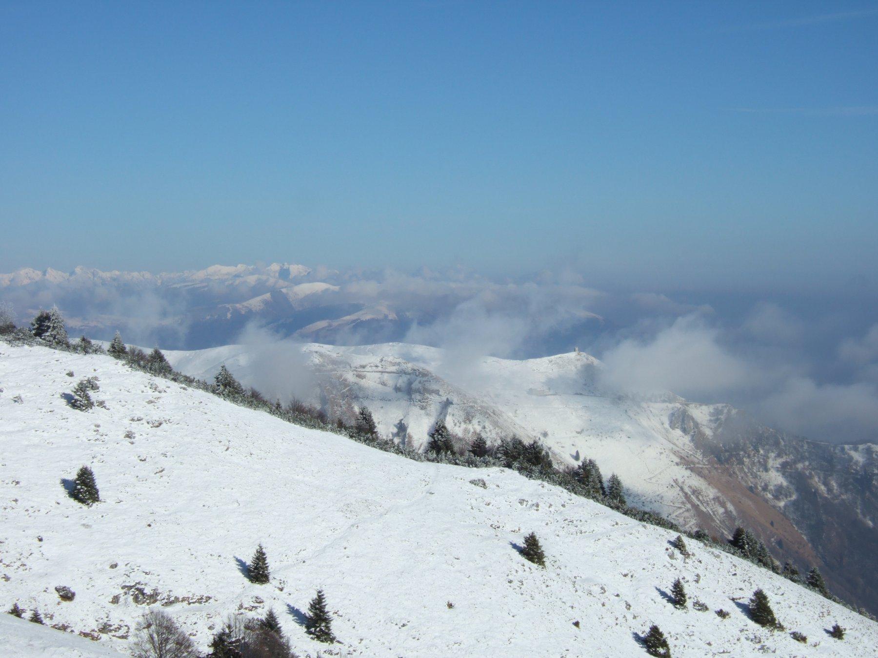 verso la Vedetta dell'Archeson e le montagne bellunesi e Cansiglio/Alpago