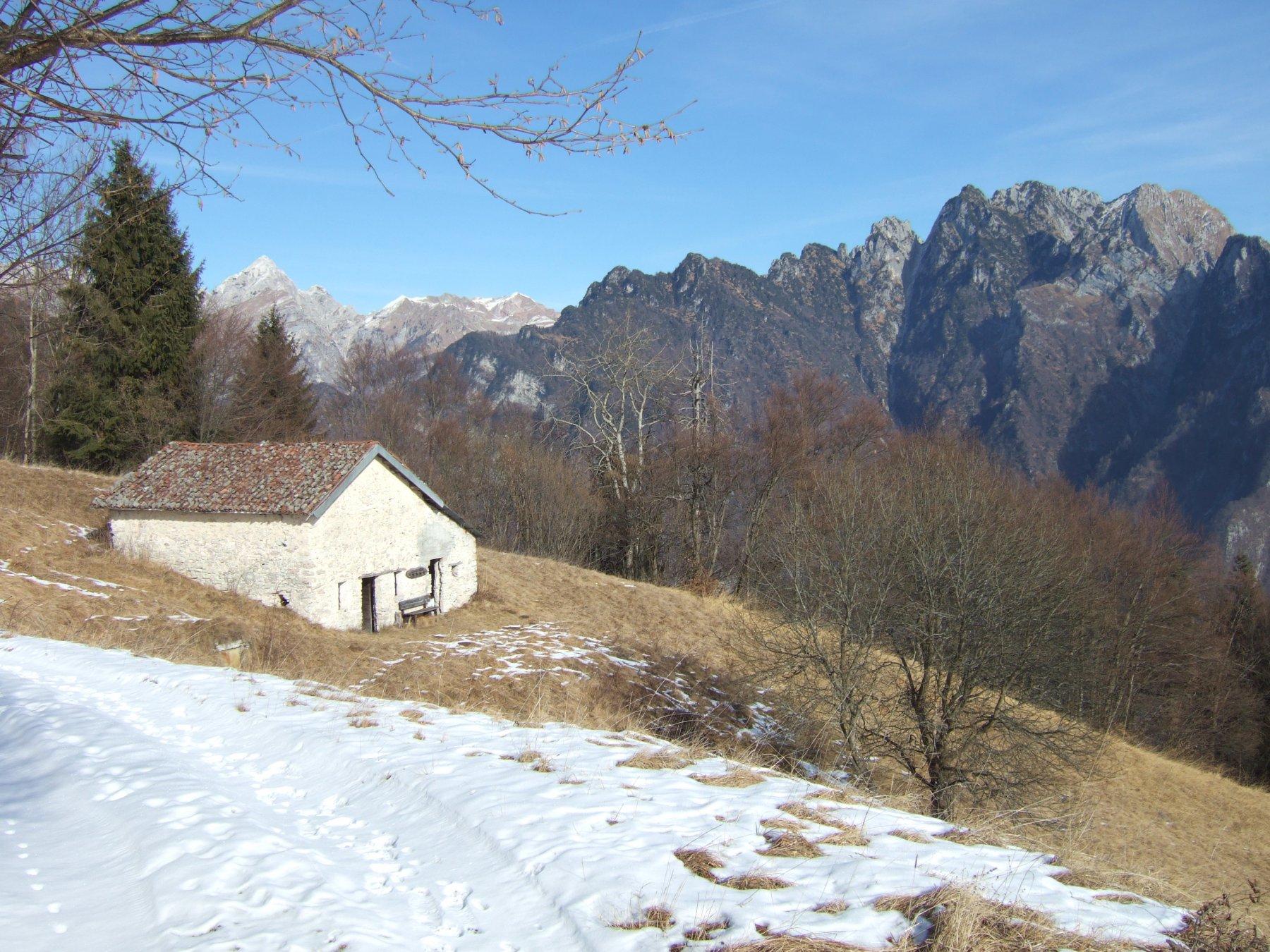casera Pos verso i monti della Val Canzoi