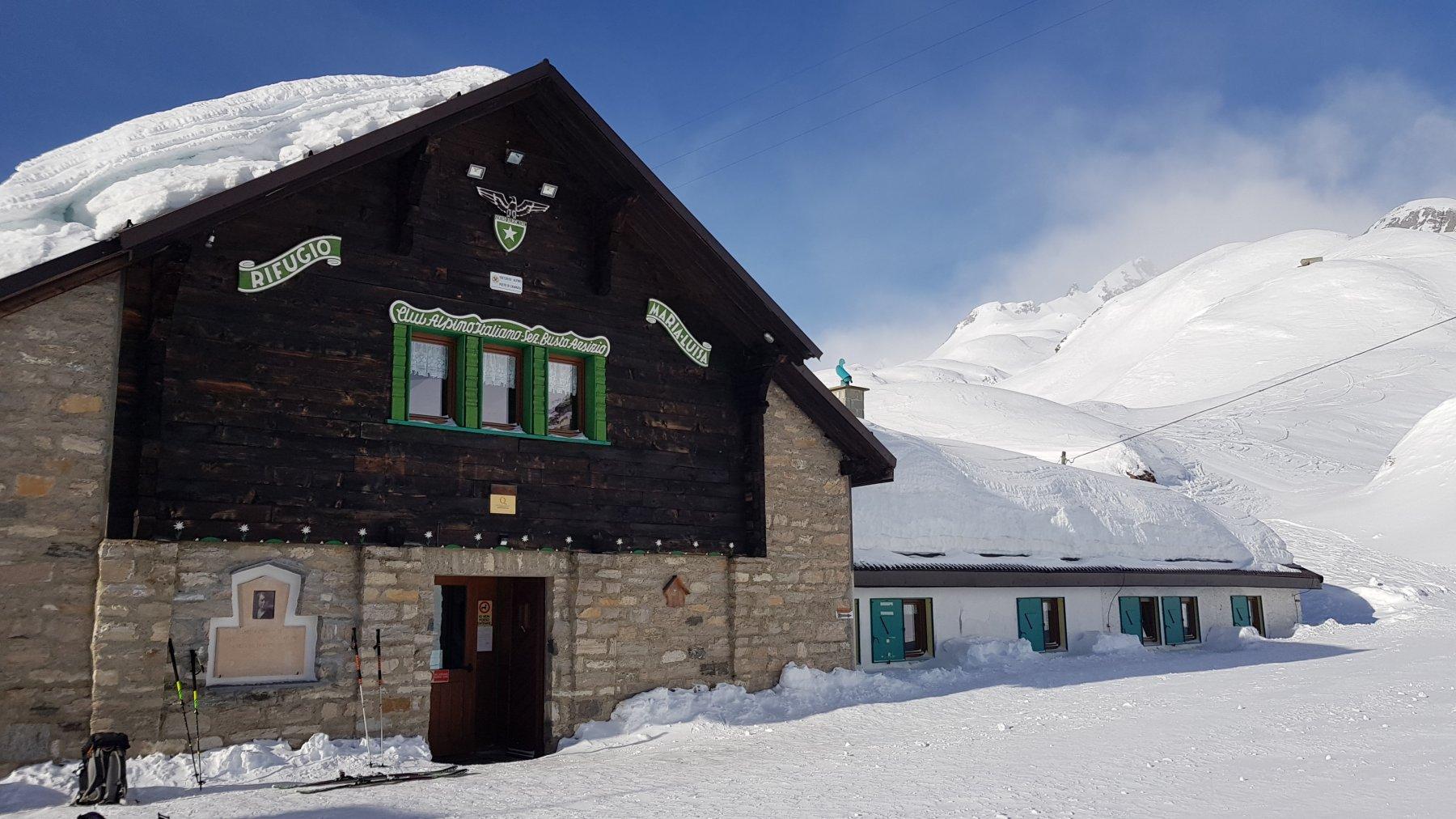 Tanta neve al Rifugio Maria Luisa