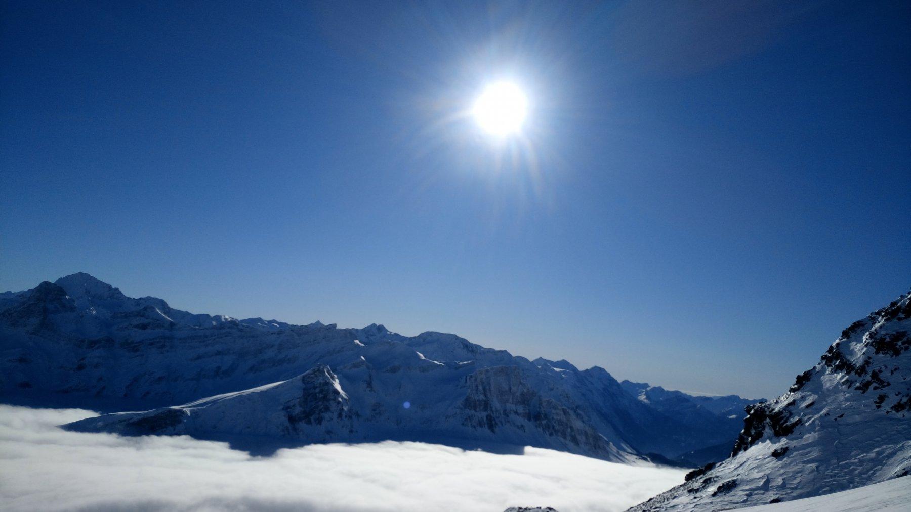 Sotto le nebbie sopra il paradiso