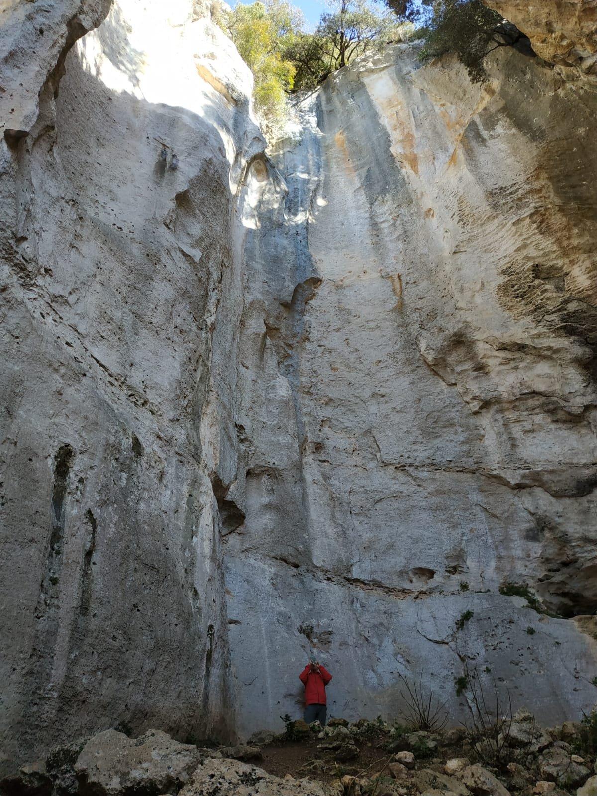 Sotto la parete di Lubna, ancora inaccessibile per noi