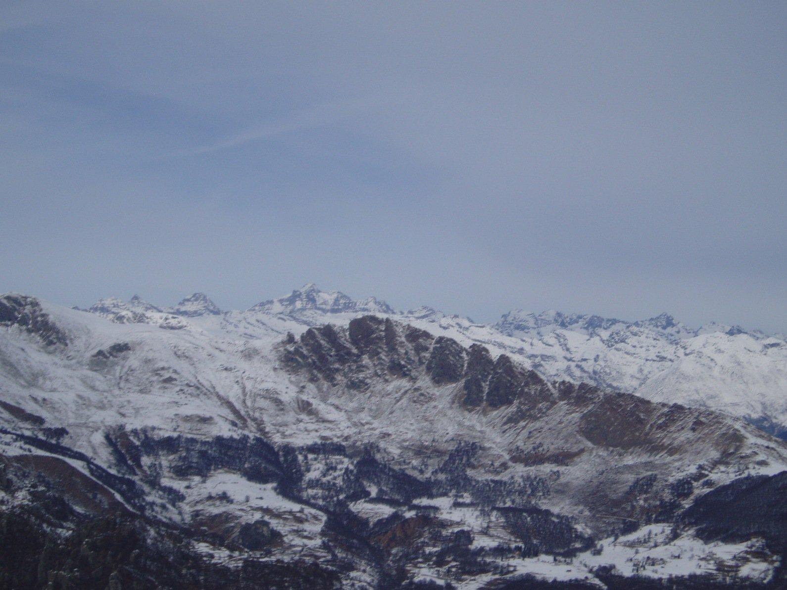 Gran Paradiso sullo sfondo e Rocca Moros.