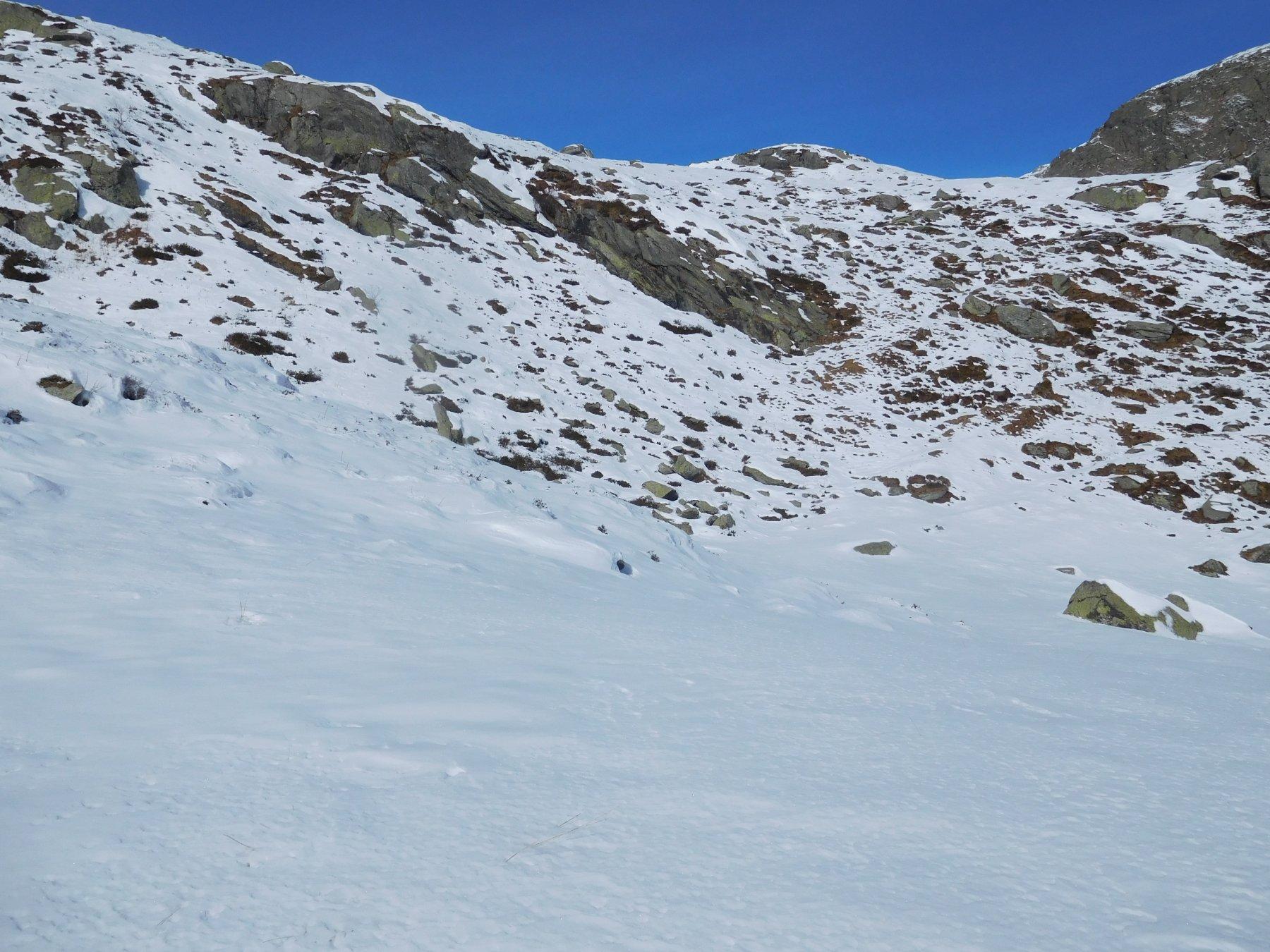 La parte critica: in salita fattibile, in discesa serve levarsi gli sci per una cinquantina di metri di dislivello