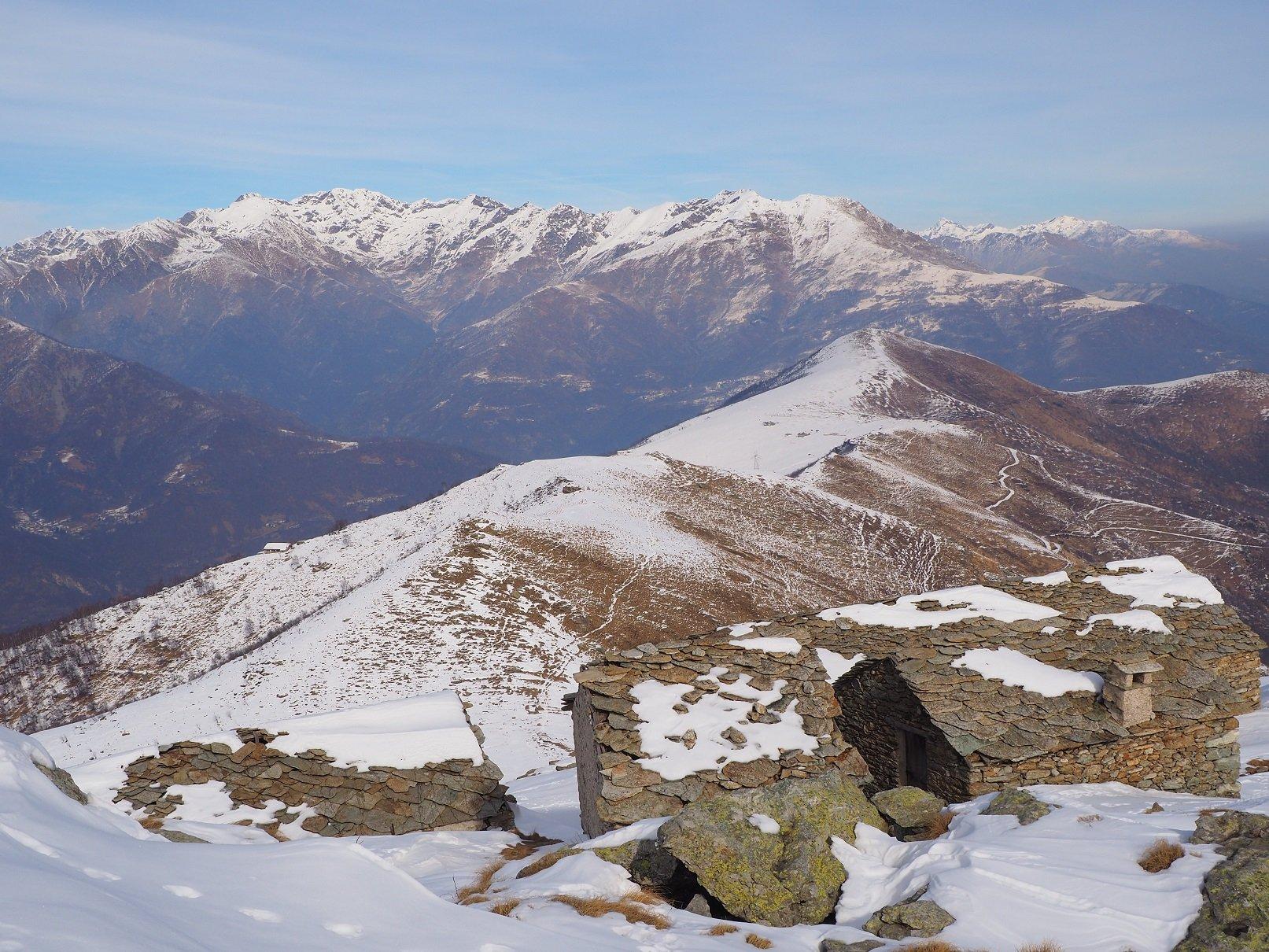 La dorsale di salita vista dall'Alpe del Caluso.