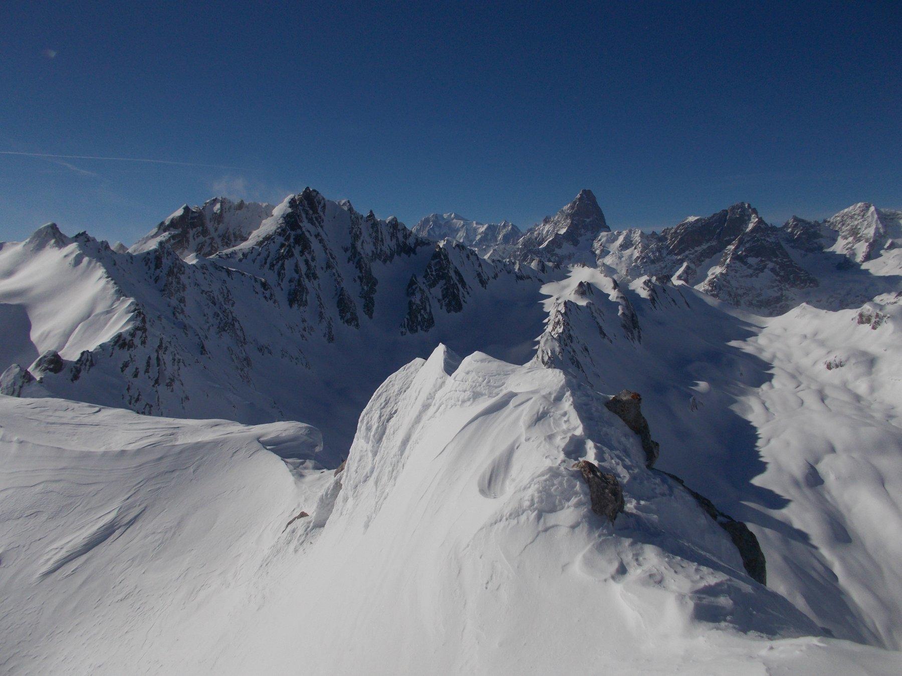 esteso panorama sul Bianco dalla vetta..