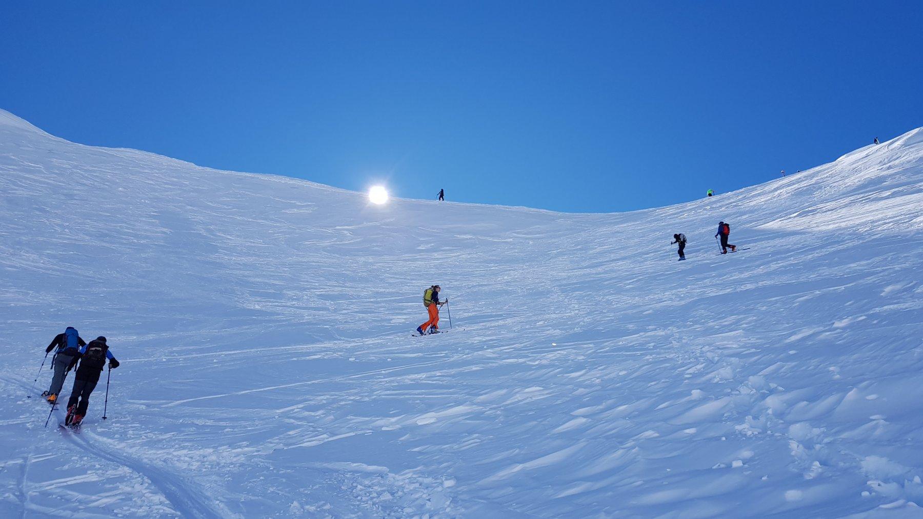 Ultimo tratto di salita alla sella: neve ancora fresca e ottima traccia