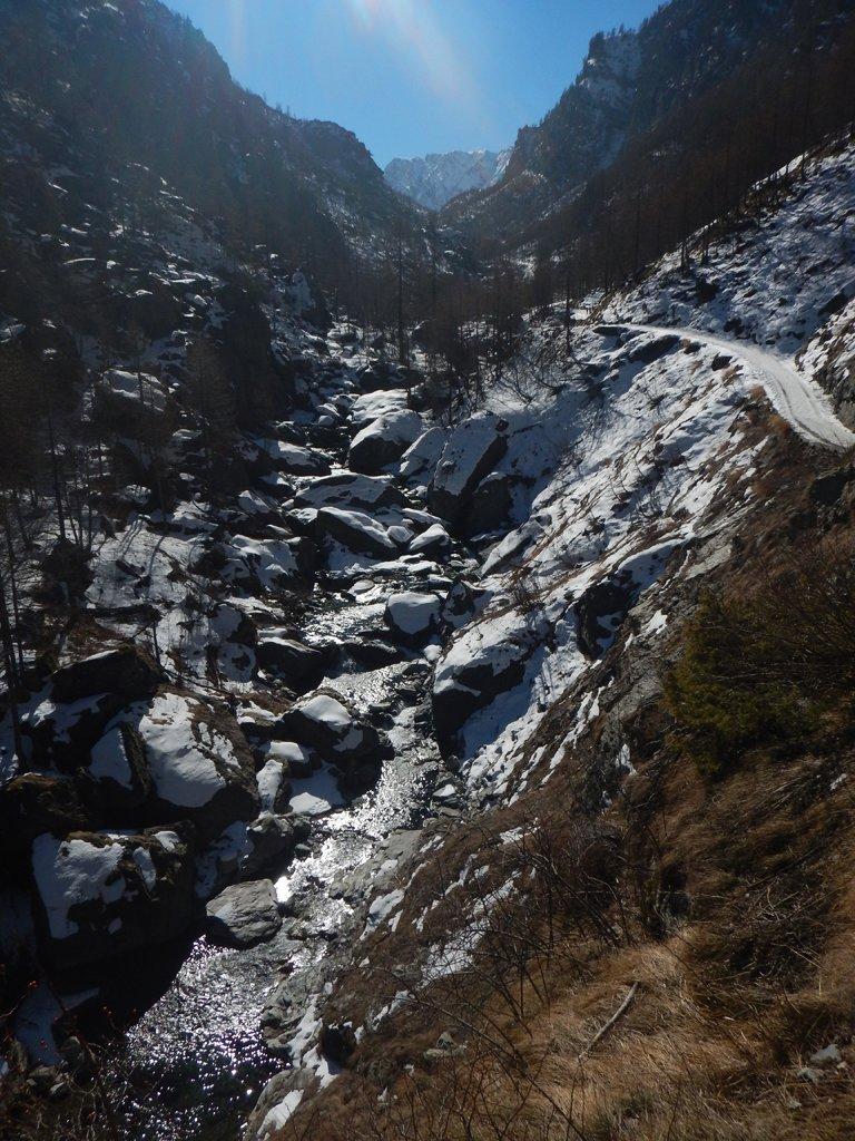 Poca neve e ghiacciata