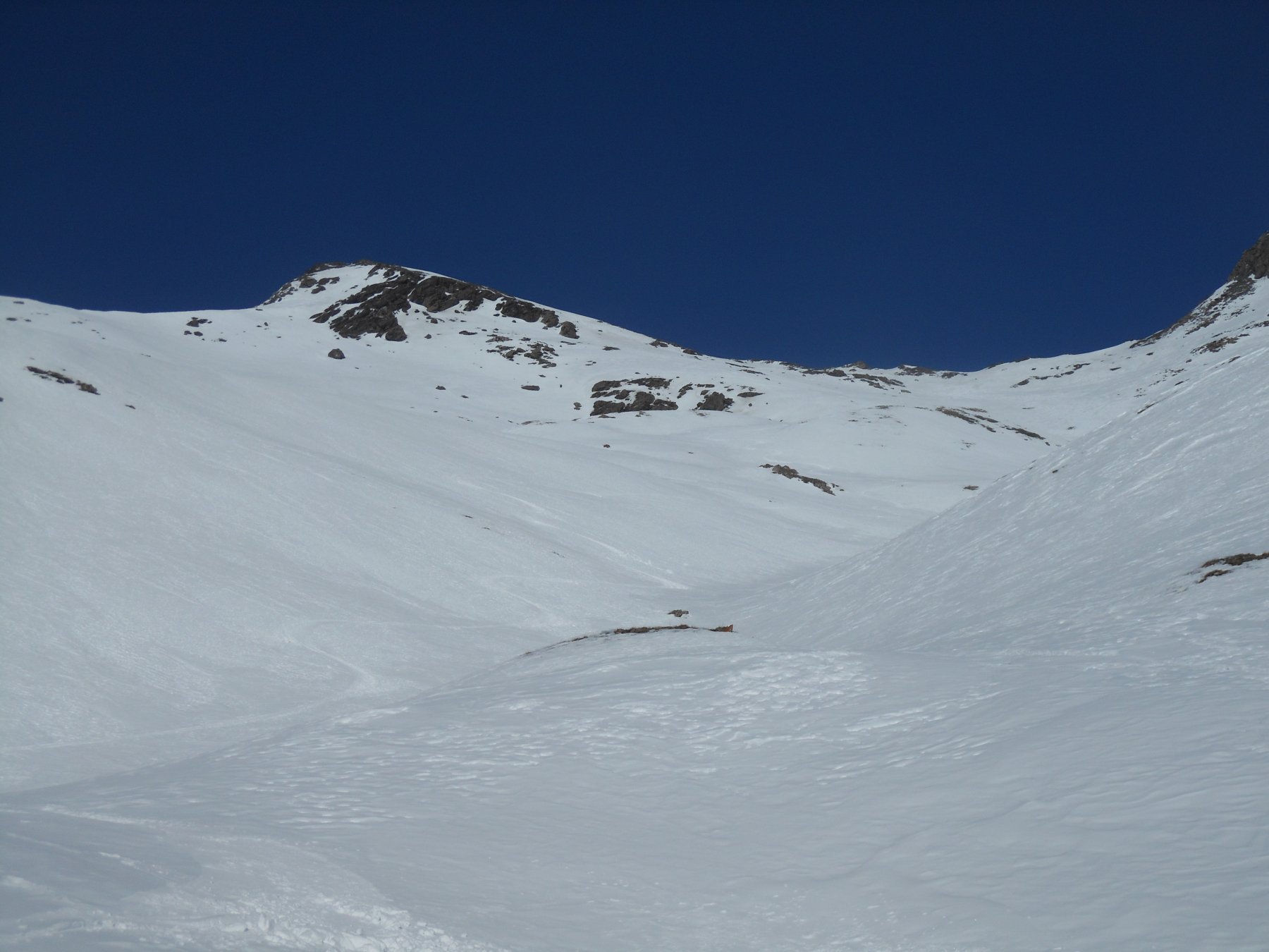 Colle a destra, cima a sinistra, ottima neve