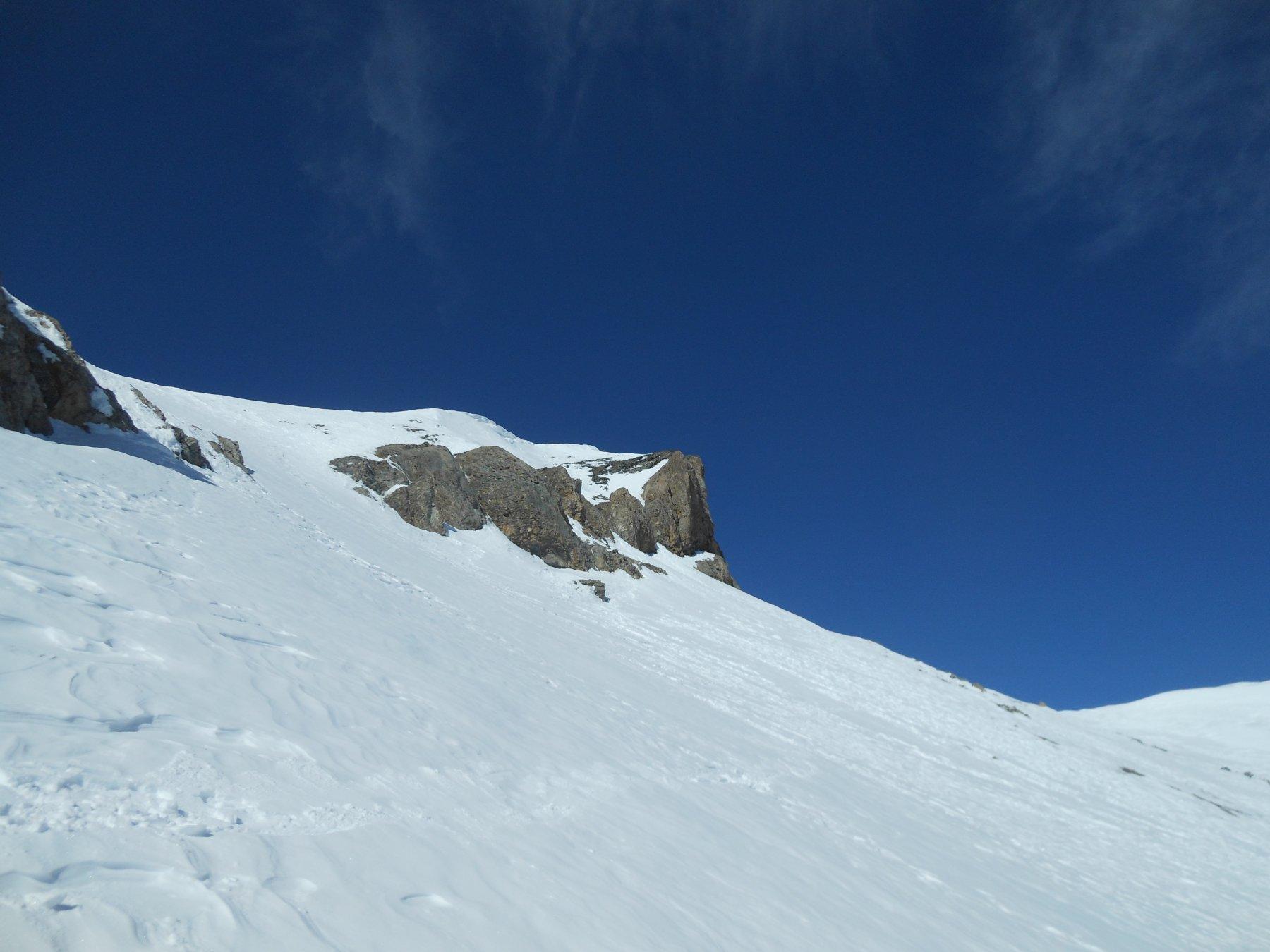 Neve dura un po' ventata sotto la punta, molto sciabile