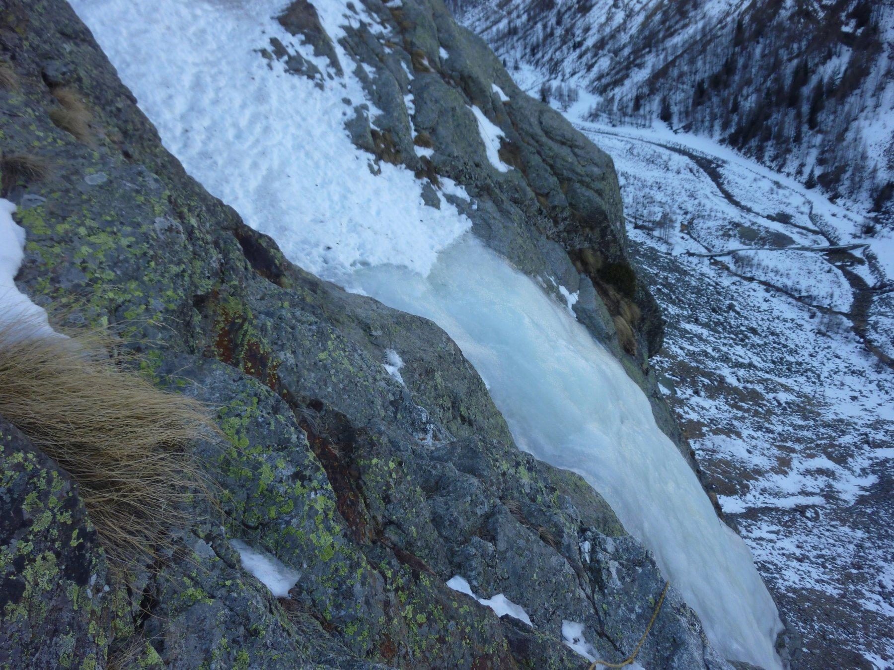 il traverso, calata su rocce prive di ghiaccio