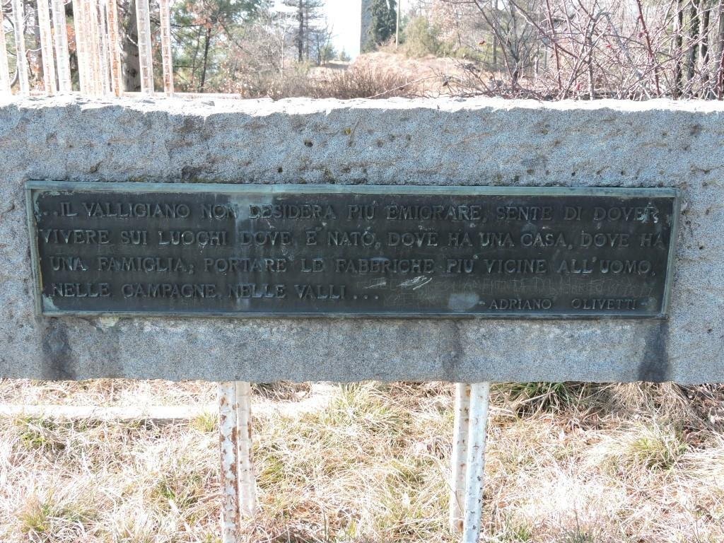 Monumento a ricordo dell'opera di Adriano Olivetti