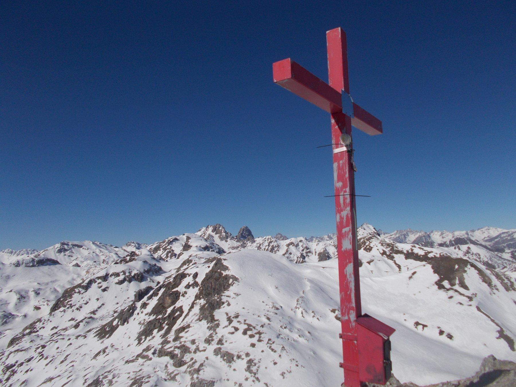 Punta Parvo con la sua bella croce rossa..