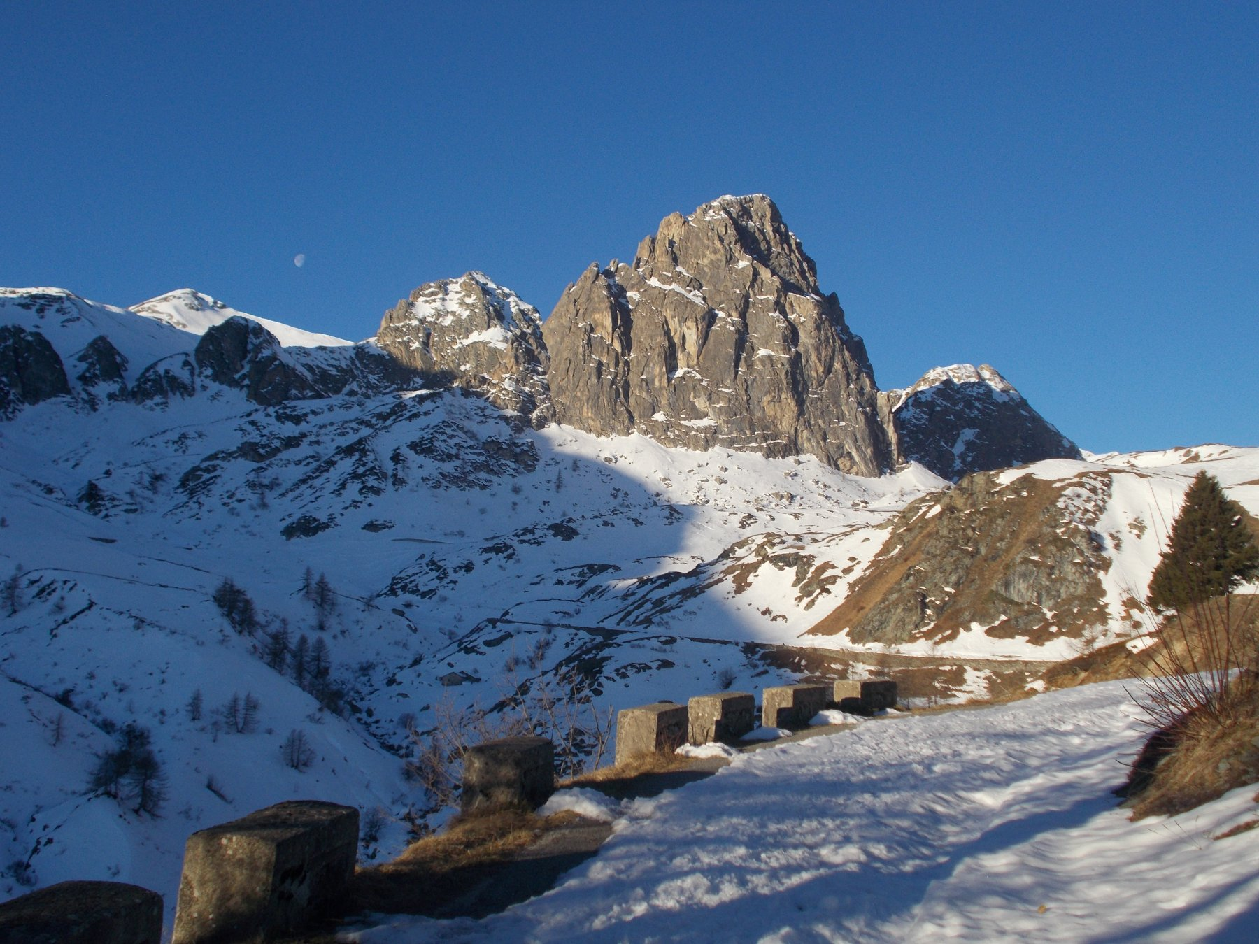 Rocca Parvo dalla strada al Col Fauniera..