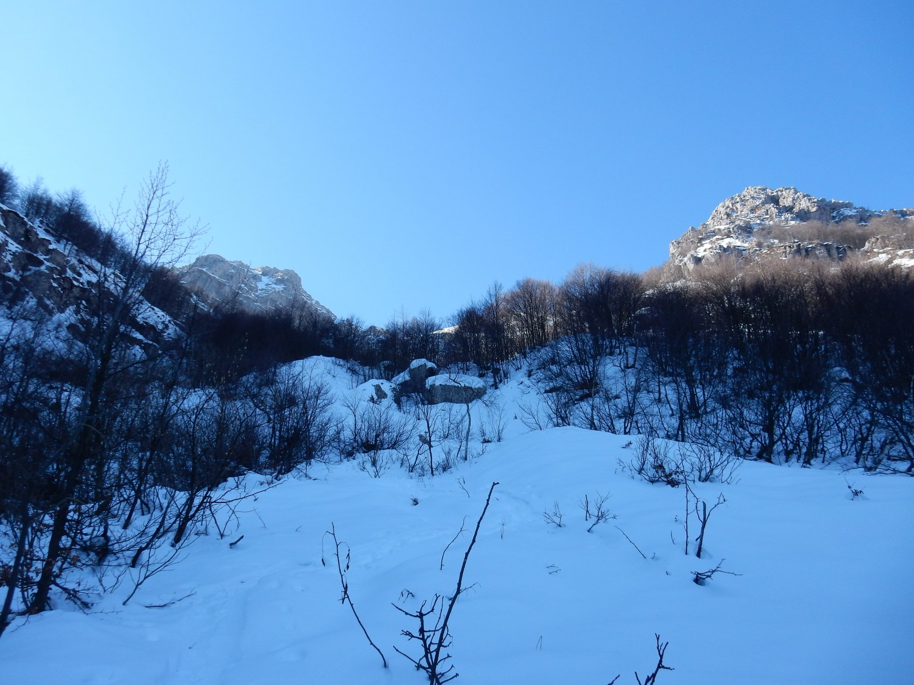 Inizio della Val Caldera,il sole qui è da un paio di mesi che non si vede.