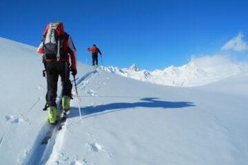 Sbucano le cime della catena del Monte Bianco   I   Les sommets de la chaine du Mont Blanc débuchent   I   The Mont Blanc chain summits are sticking out   I   Die Gipfel der Mont Blanc Kette tauchen auf   I   Sobresalen las cimas de la cadena del Mont Blanc
