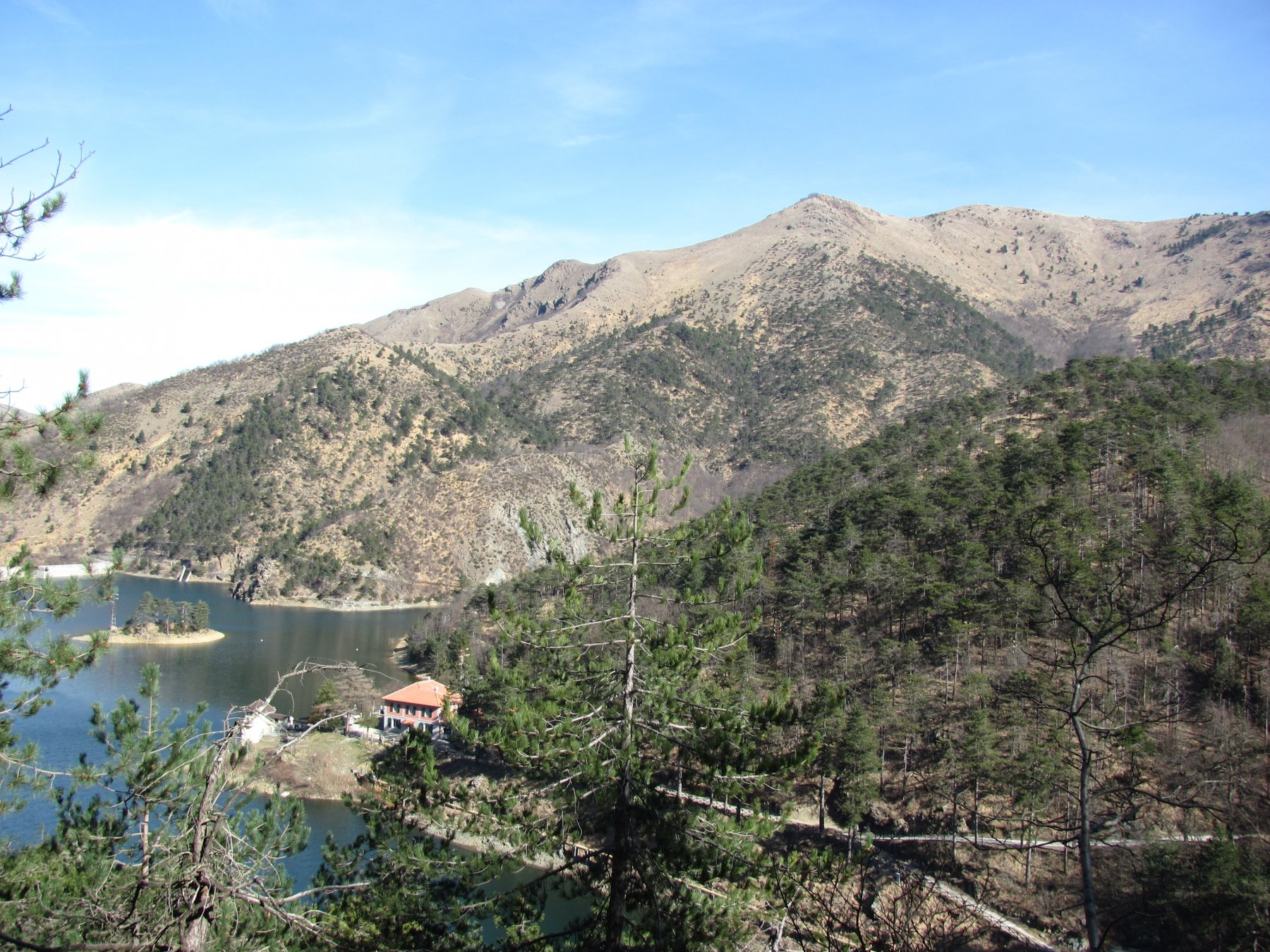 Lago Bruno con sfondo M. delle Figne